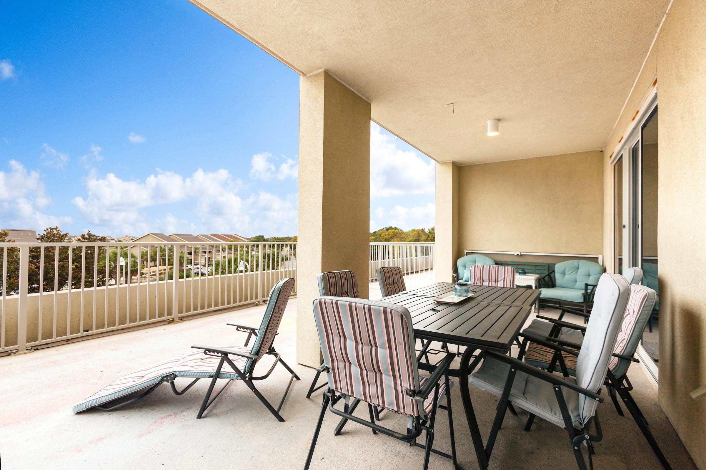 Sunny Beachside Condo with Pool and Gulf Views