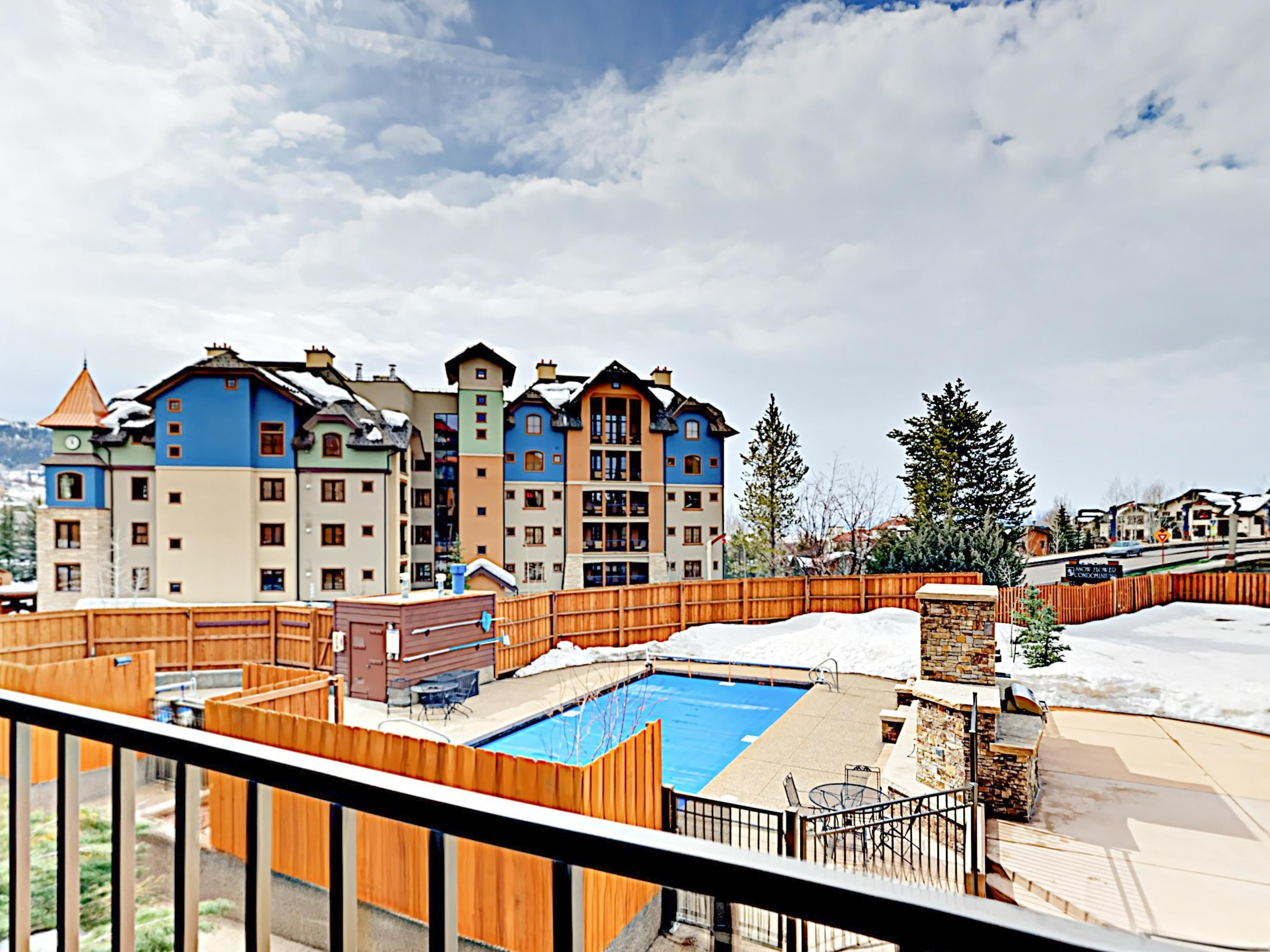 Snowflower Condo w/Hot Tub, Walk to Slopes