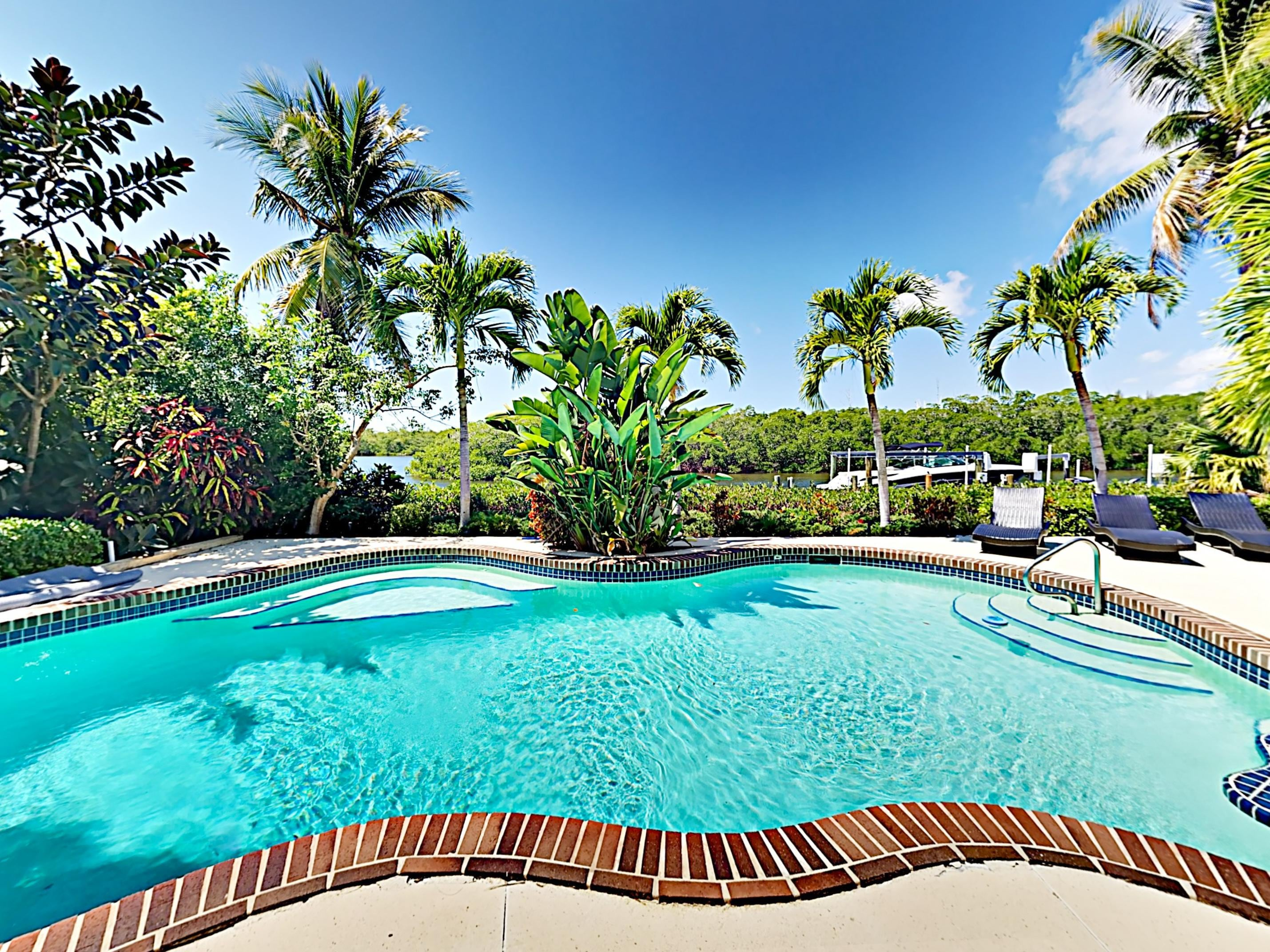 Welcome to Fort Myers Beach! Make a splash in your glittering private pool!