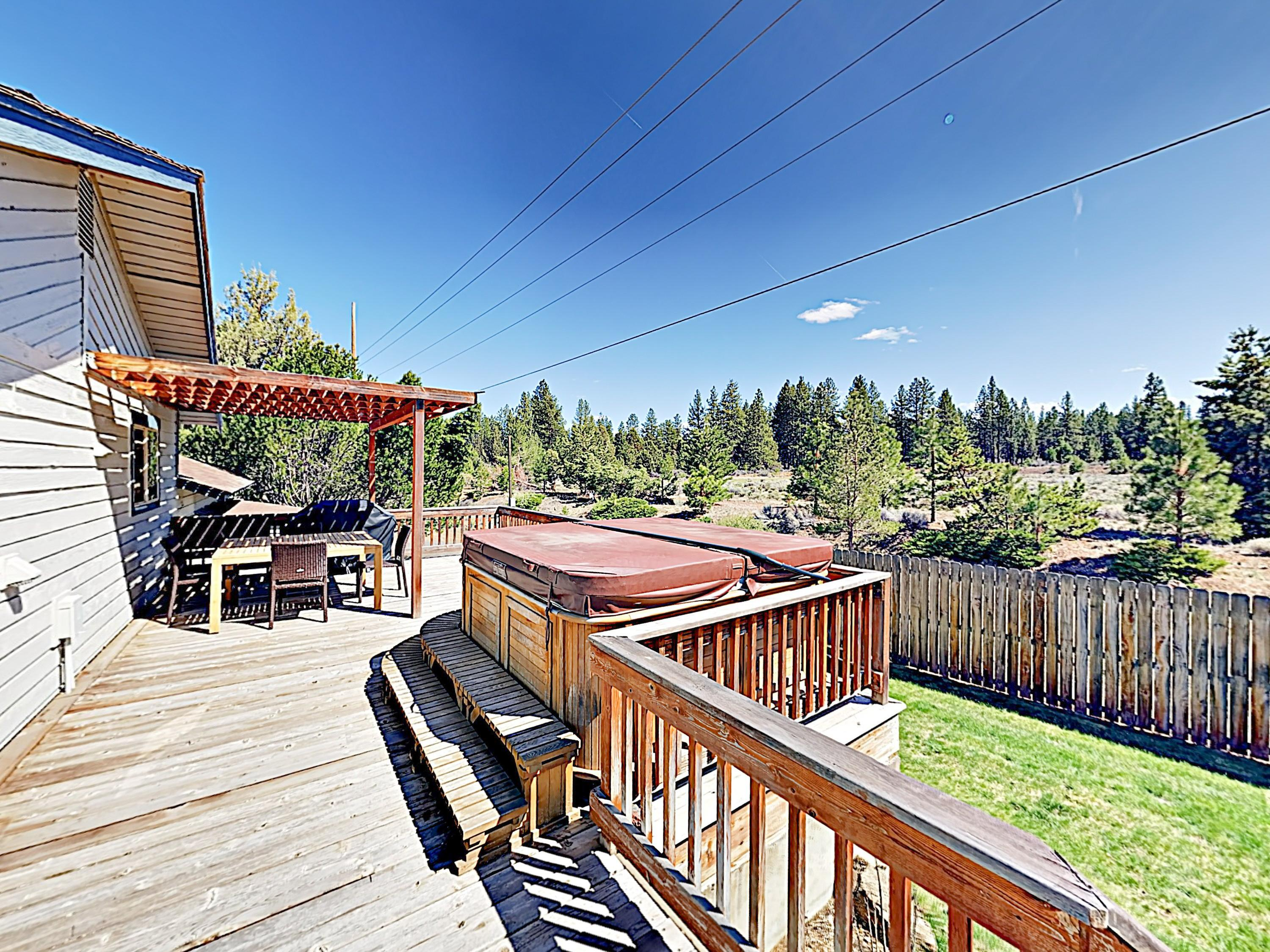 Bend Basecamp w/ Hot Tub, Big Fenced Yard
