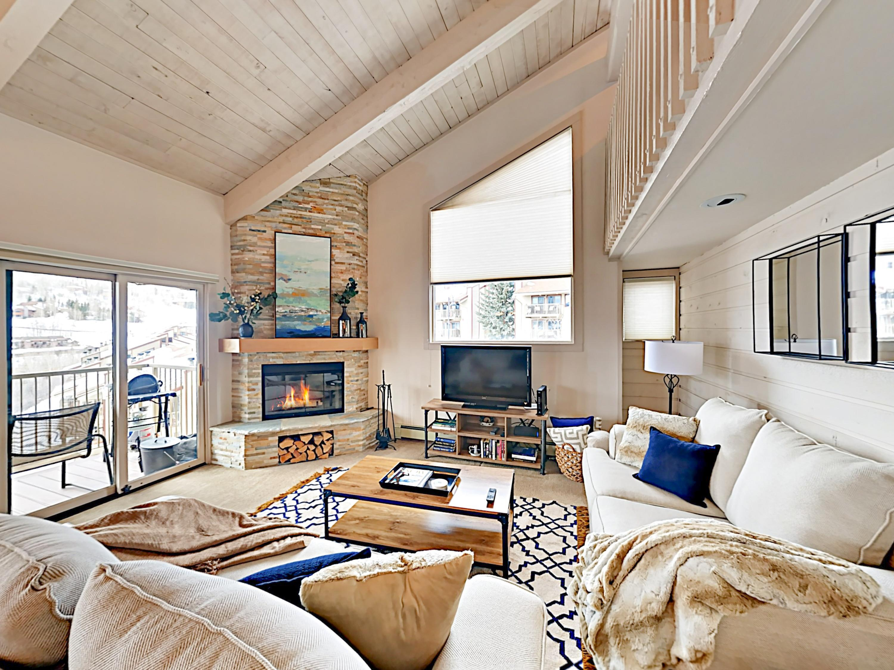 Bright and Cheery Mountain Retreat Condo
