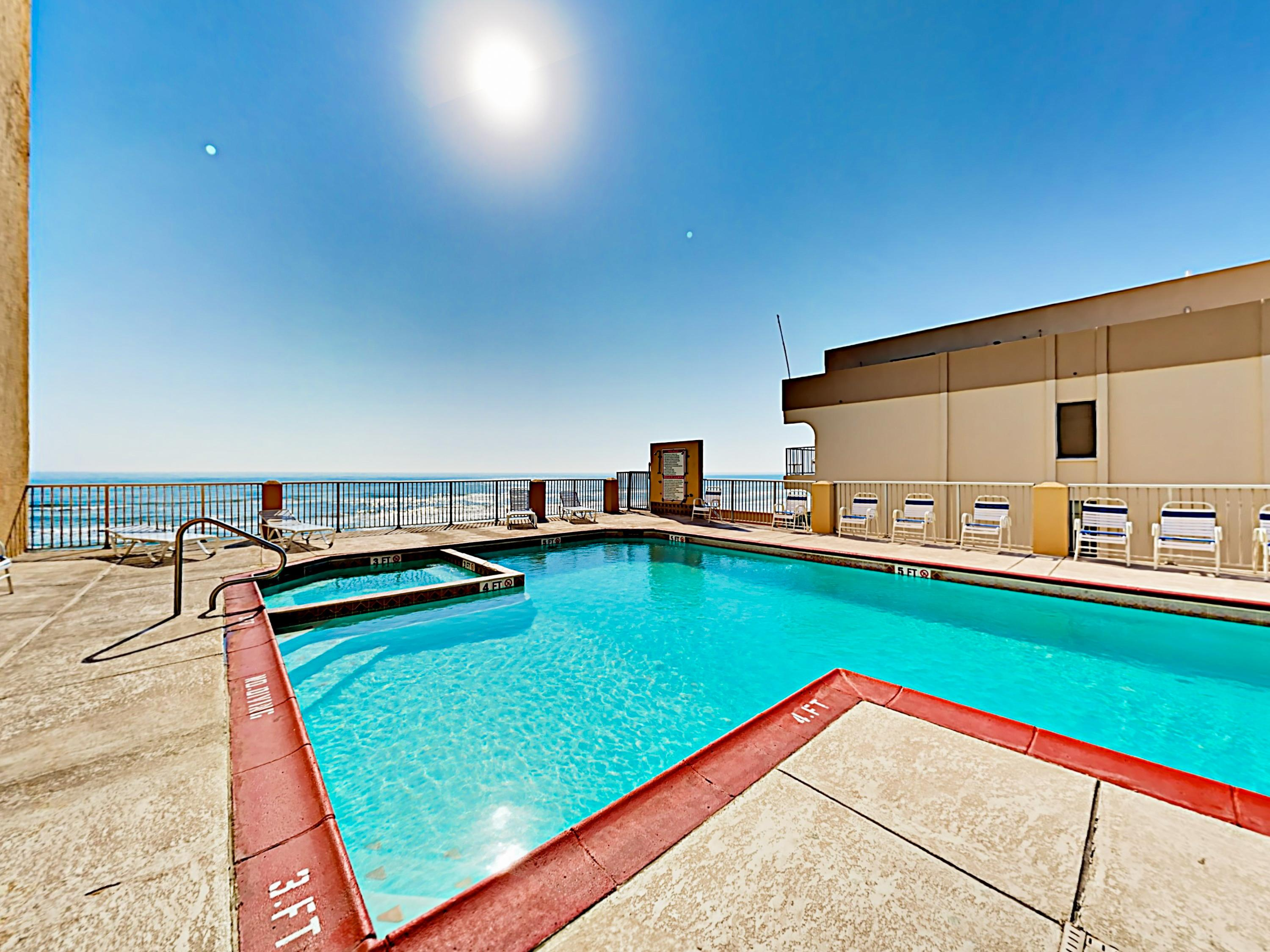 You can see the ocean from poolside!