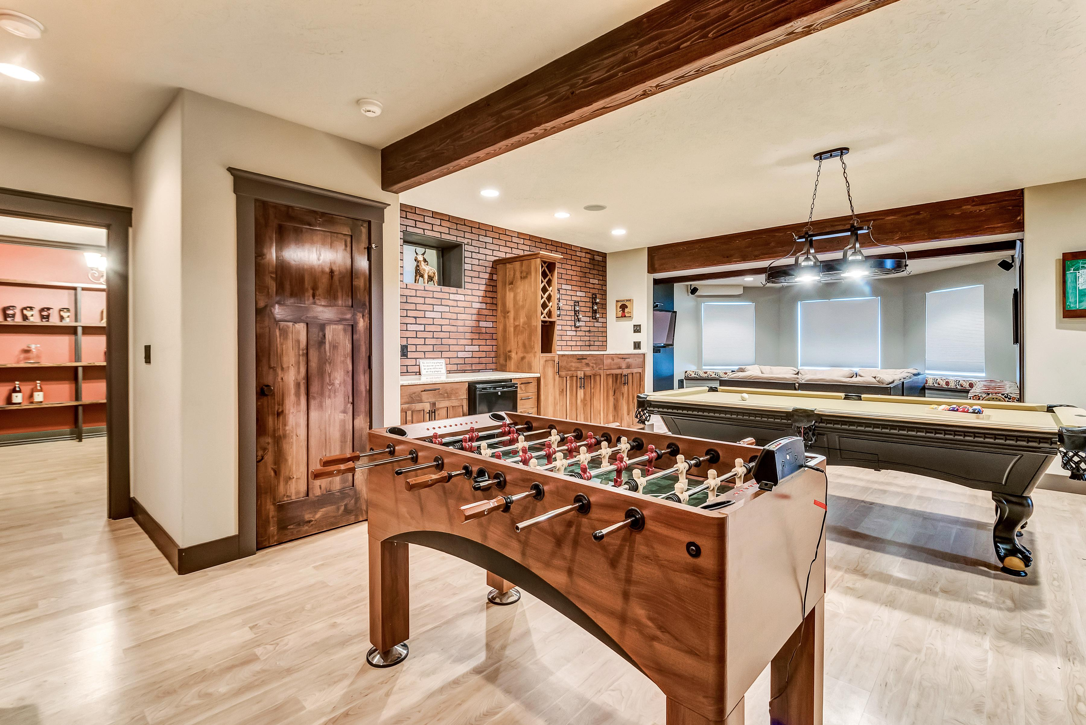 Luxe Retreat w/ Game room, Library, Fitness Room