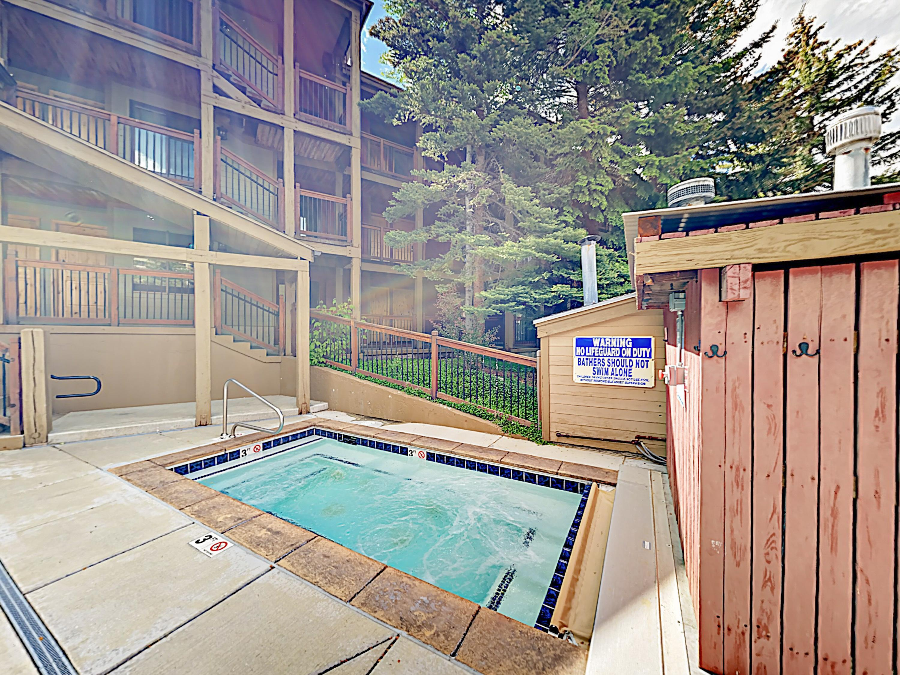 Updated Ski Condo with Pool, Walk to Lift