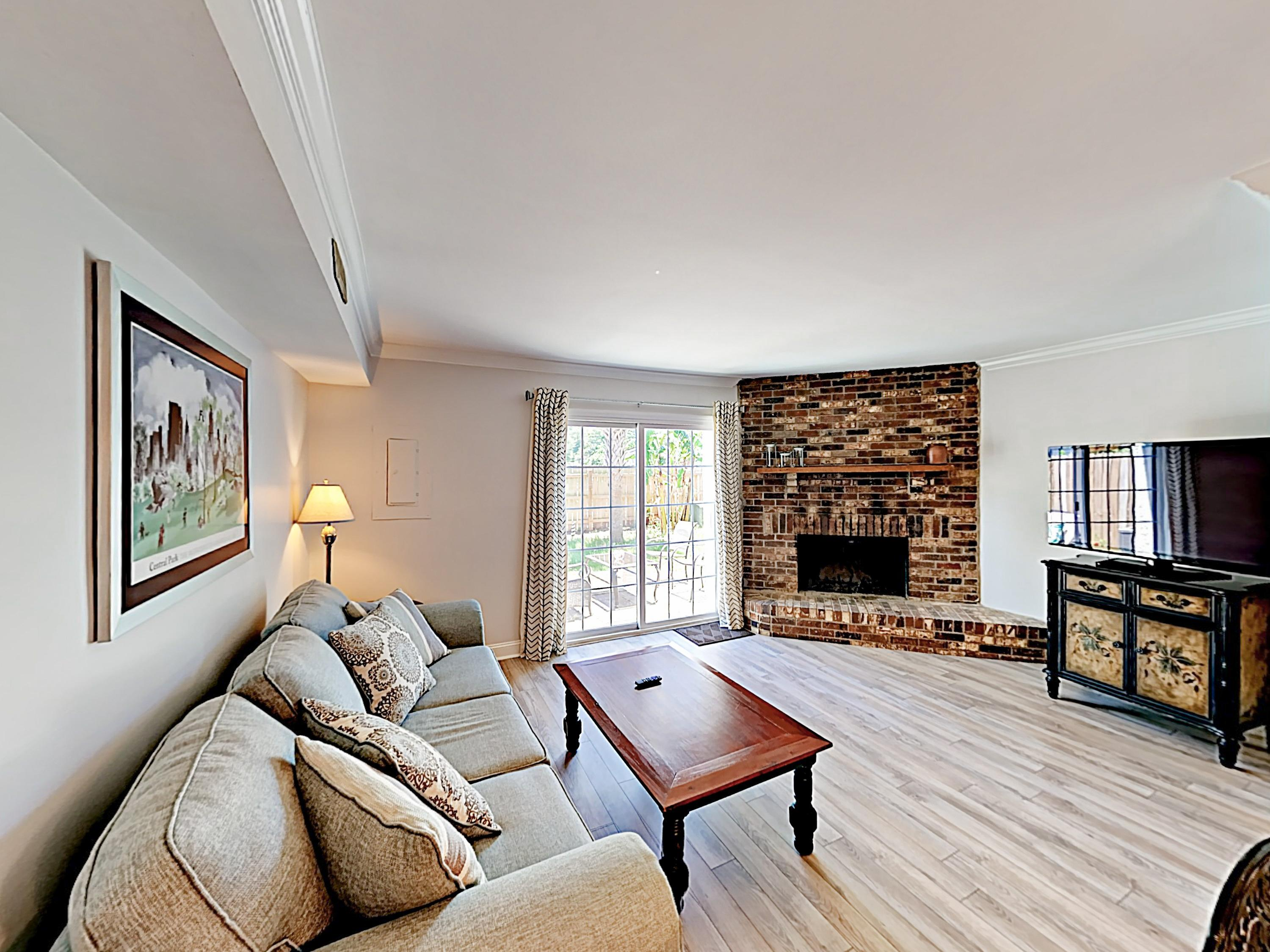 Stylish Townhome with Yard in Old Village near Beaches