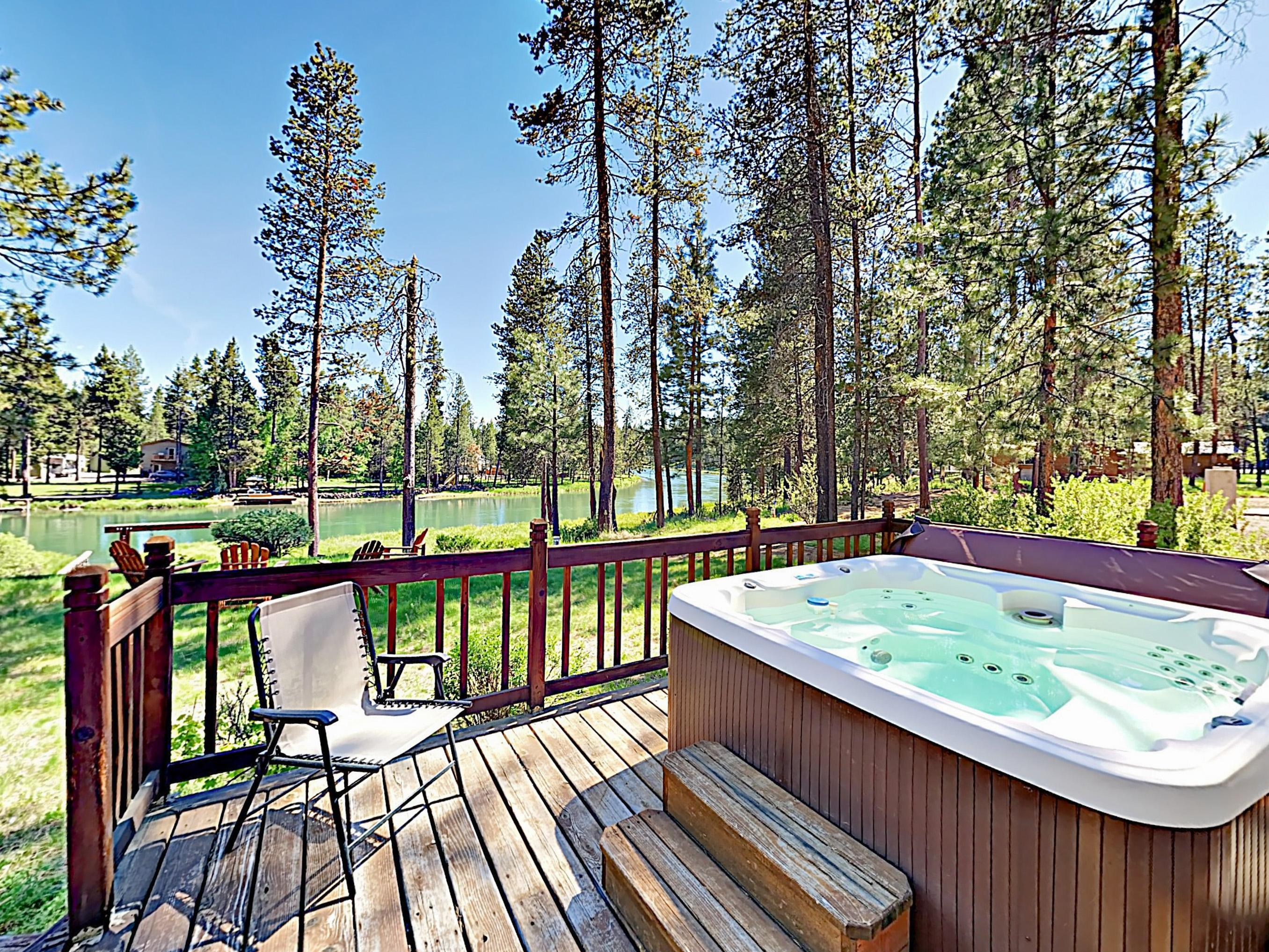 Deschutes Dream with Private Hot Tub and Boat Slip