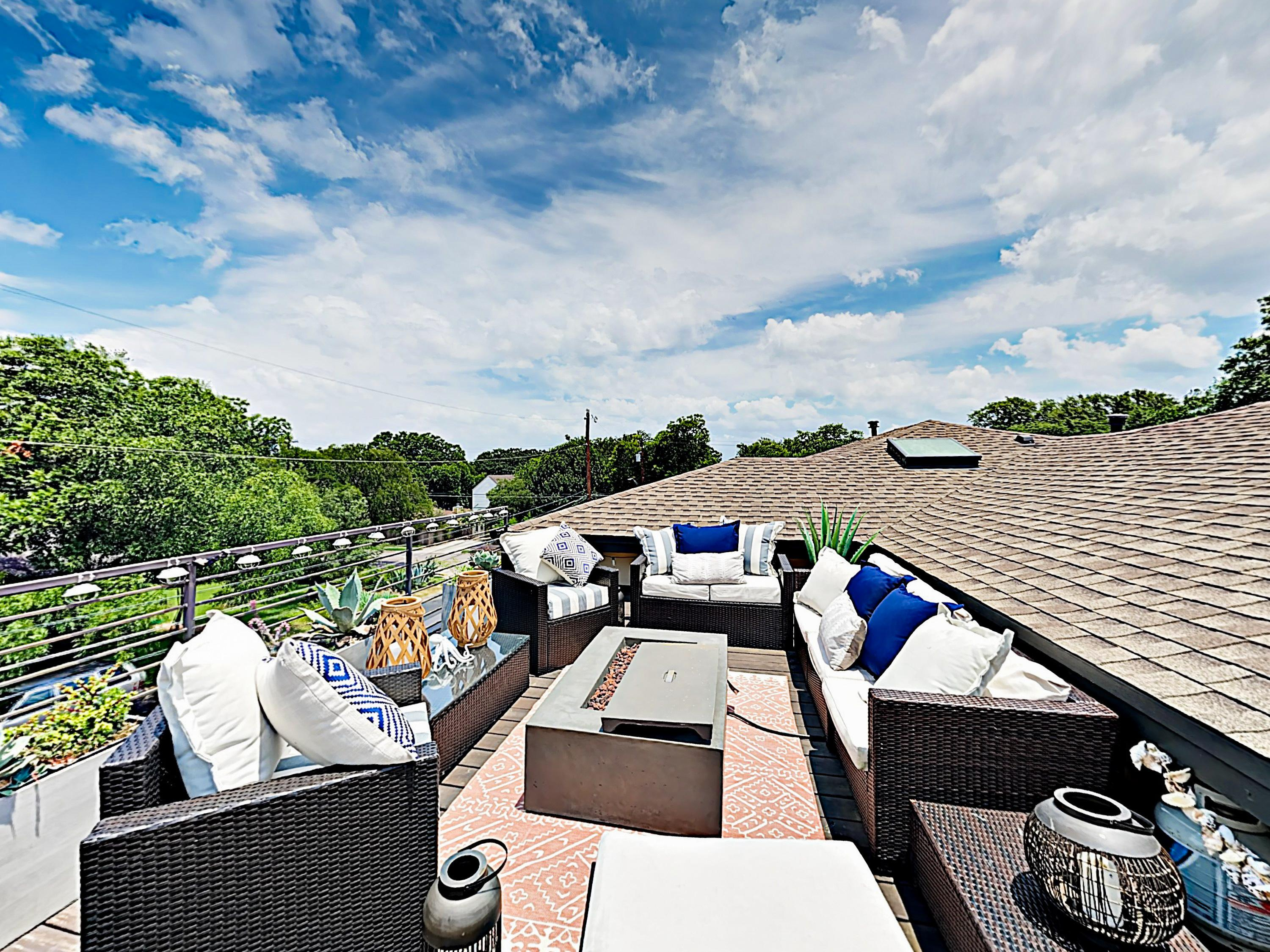 Luxe All-Suite Dream with Backyard and Rooftop Lounge
