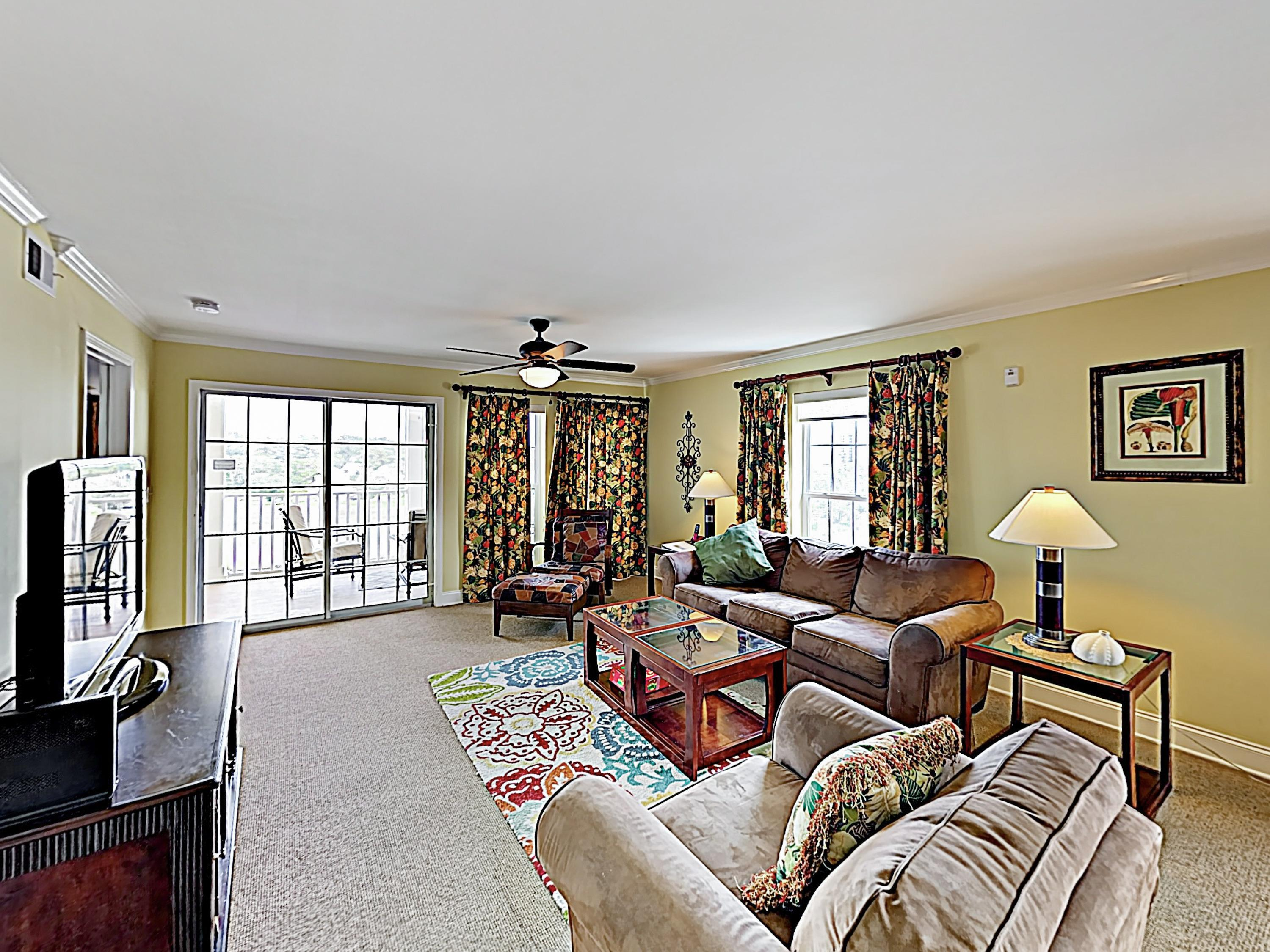 Classic Ocean Marsh Beach Condo with Pool and Hot Tub