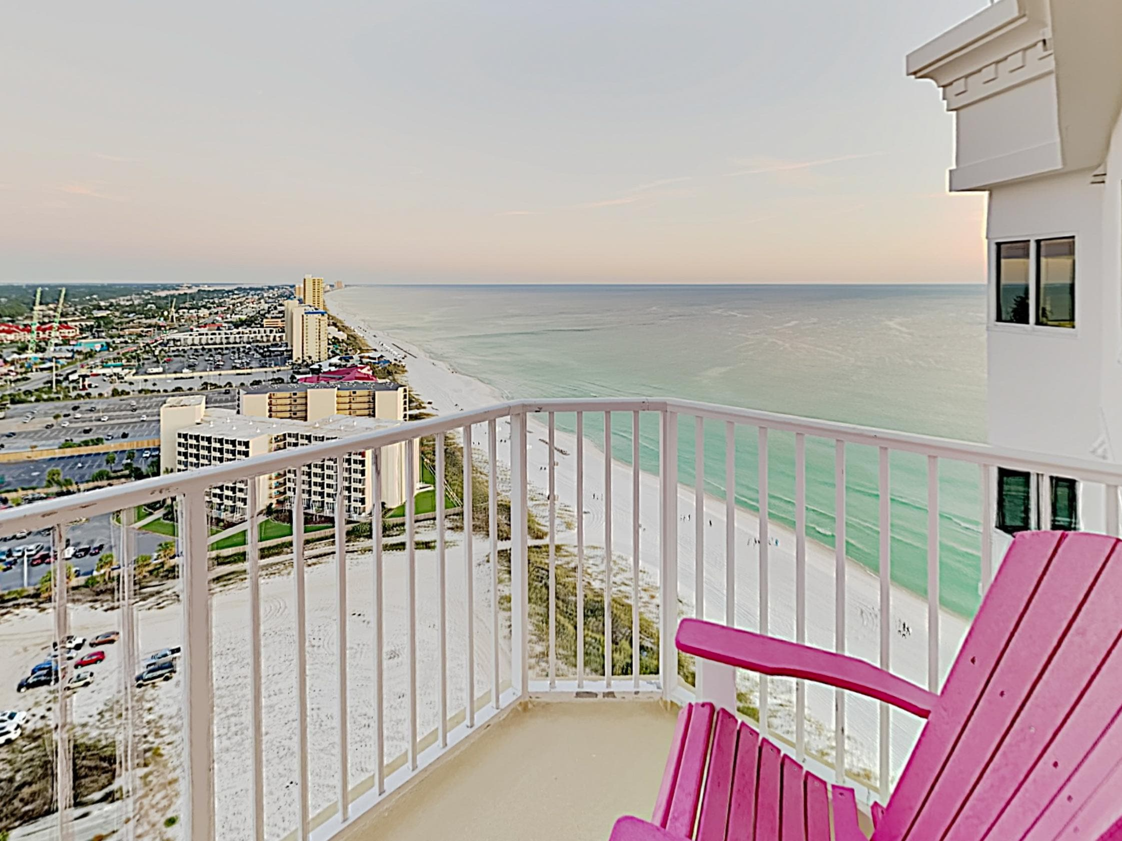 Beachfront Top-Floor Condo with Gulf Views and Pools