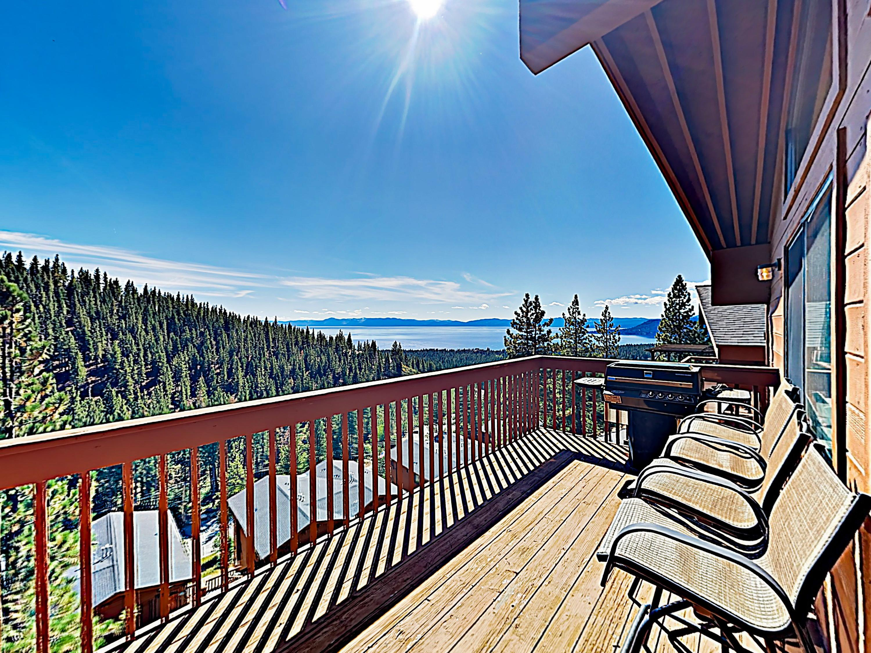 Property Image 1 - Vibrant Condo with Gorgeous Lake Views