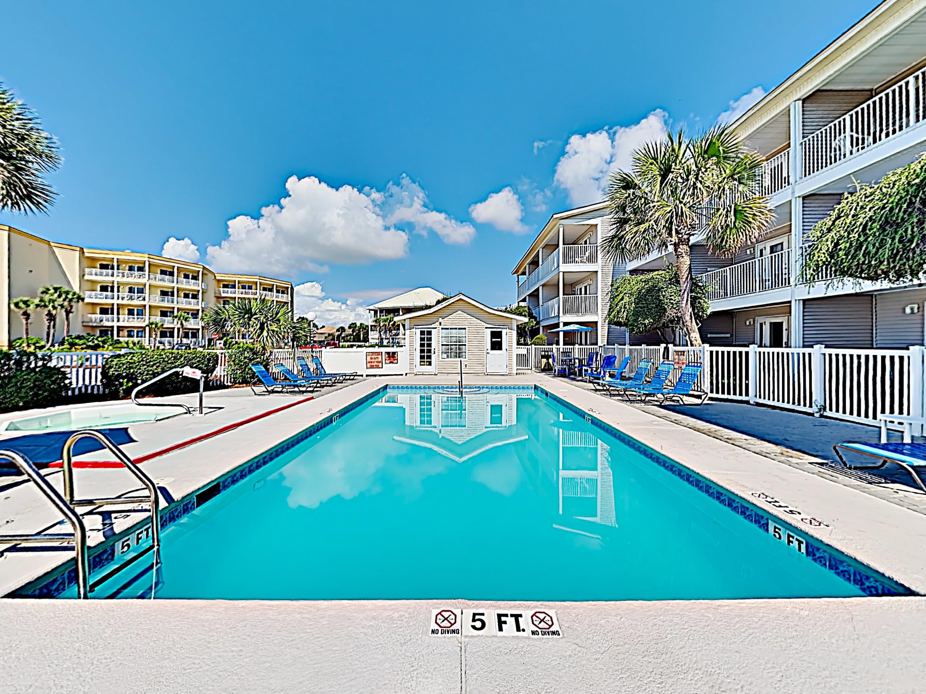 Chic Gulf View Condo with Balcony and pool