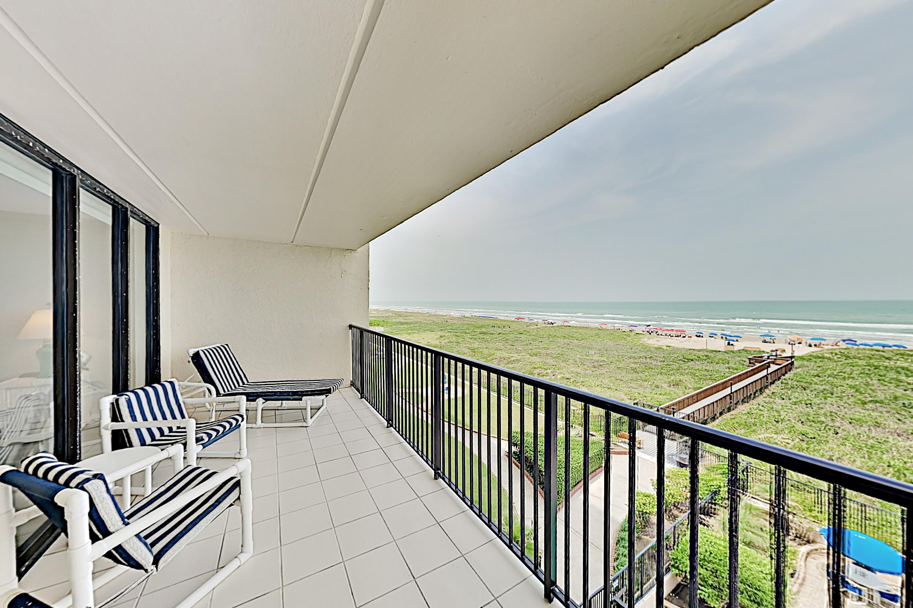 Beachfront Condo with Balcony and Wet Bar