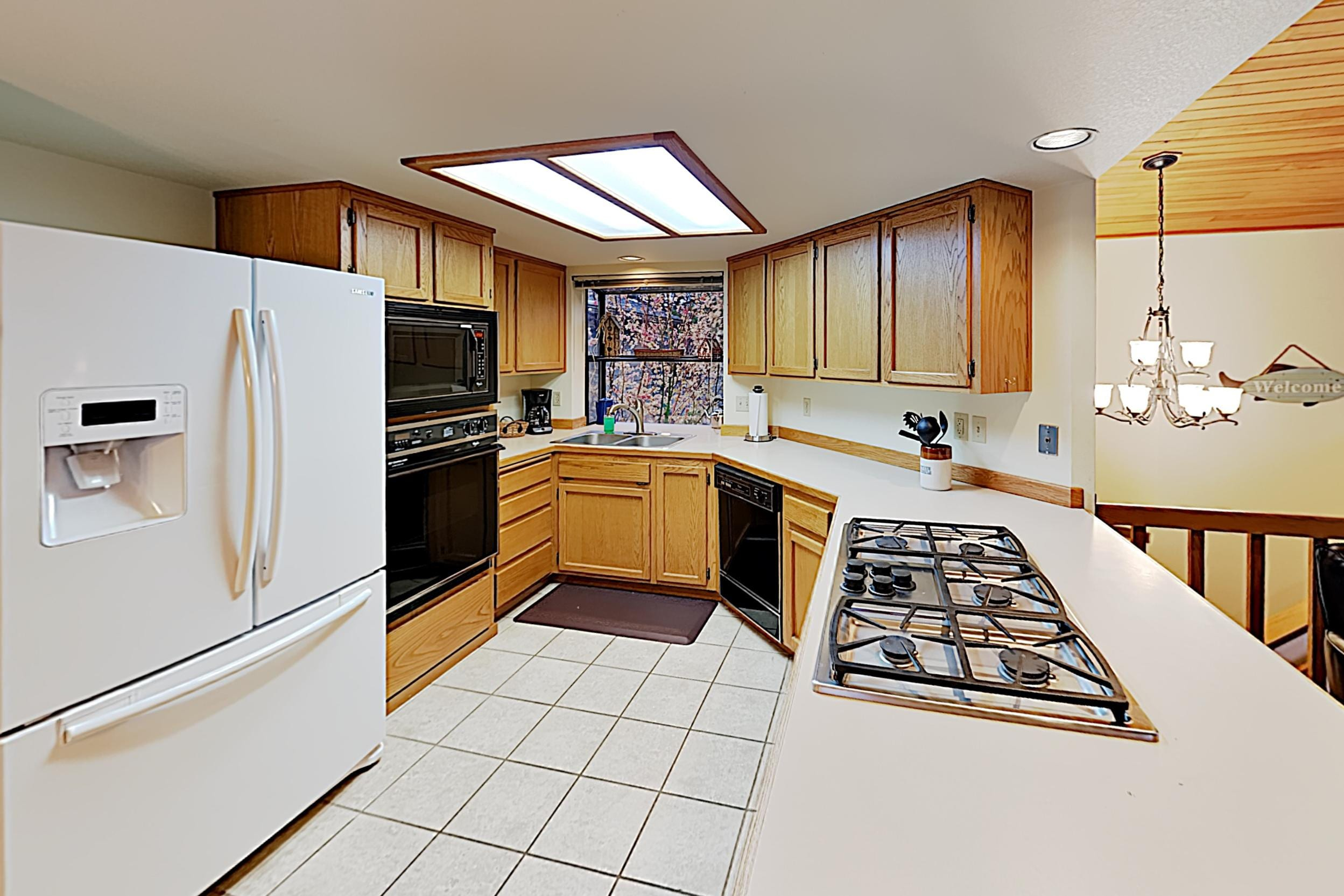 The chef in your group will appreciate the kitchen, equipped with a full suite of appliances.