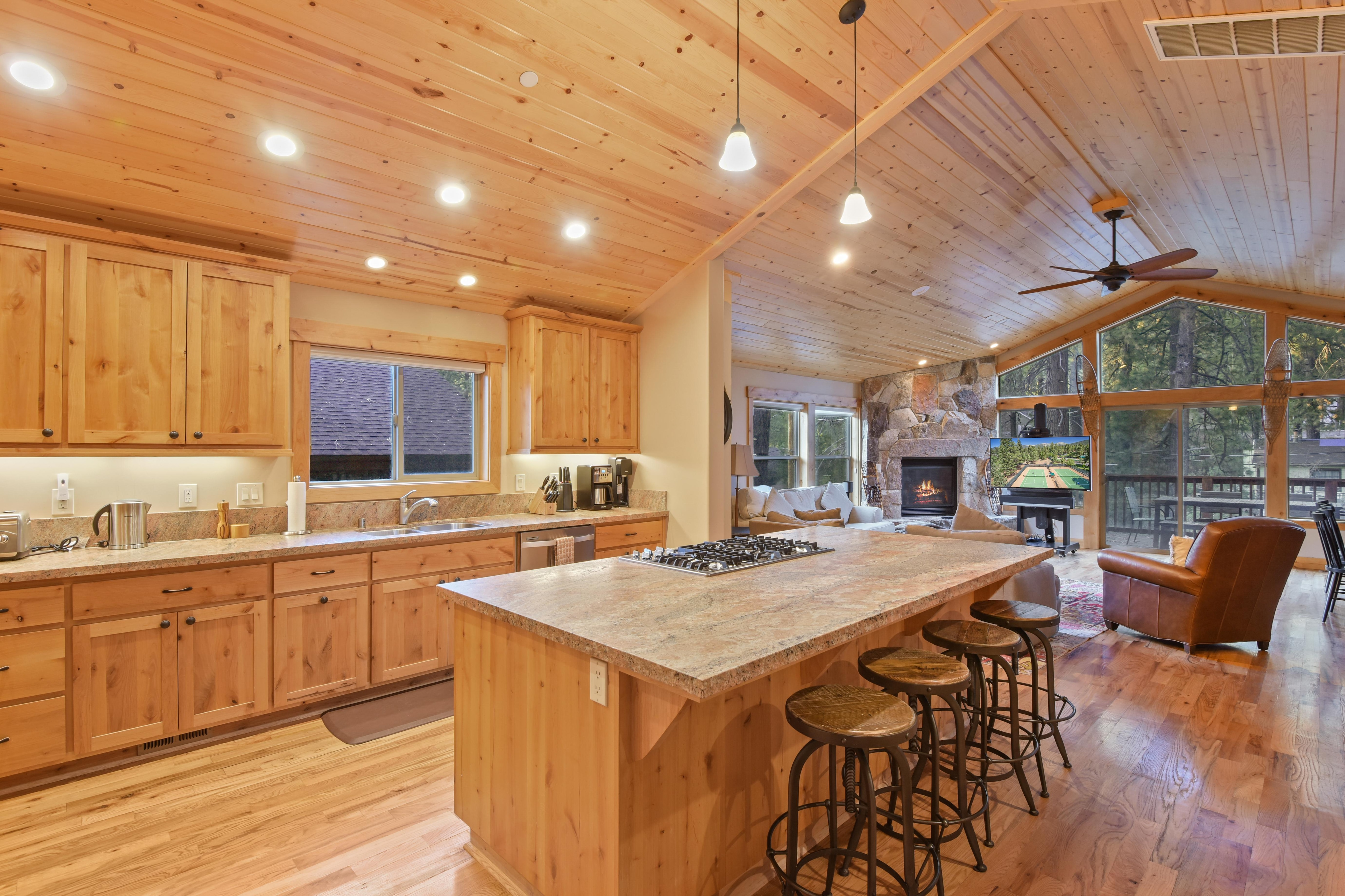 Incredible Mountain Gem with Private Hot Tub and Deck