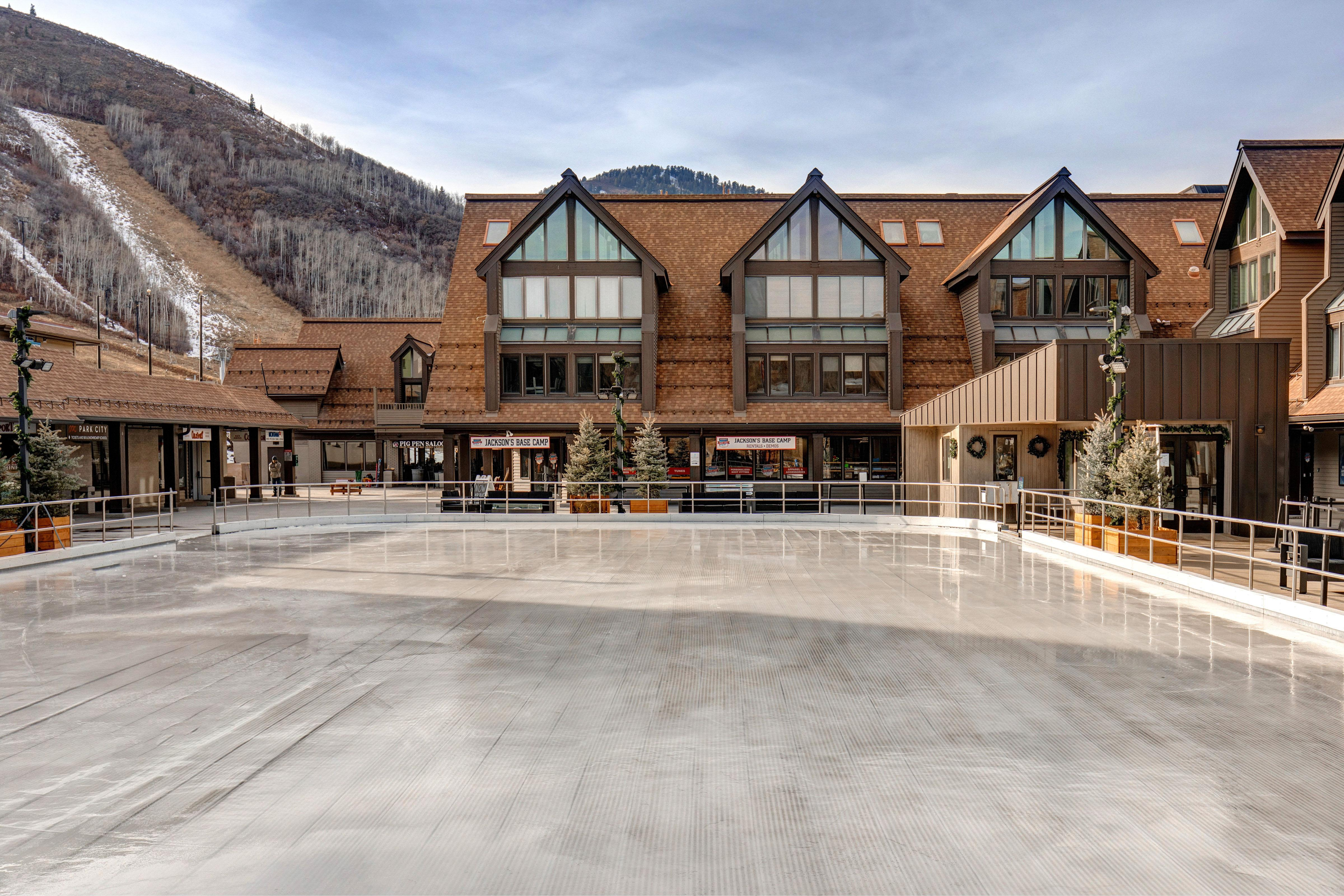 New Listing! Amazing 2-Unit Ski-in/Ski-out Rental
