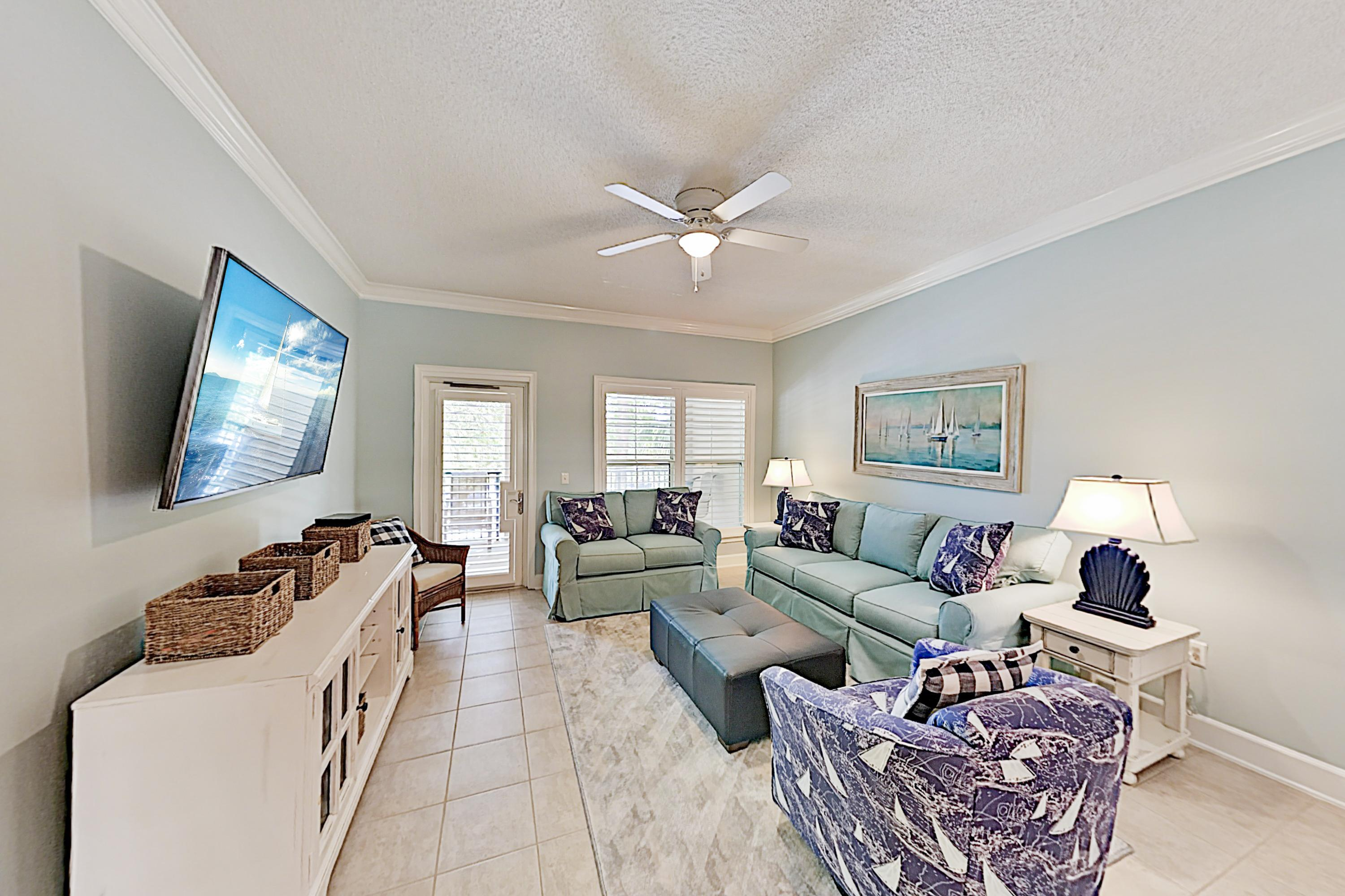 Coligny Plaza Condo w/ Rooftop Pool, Walk to Beach