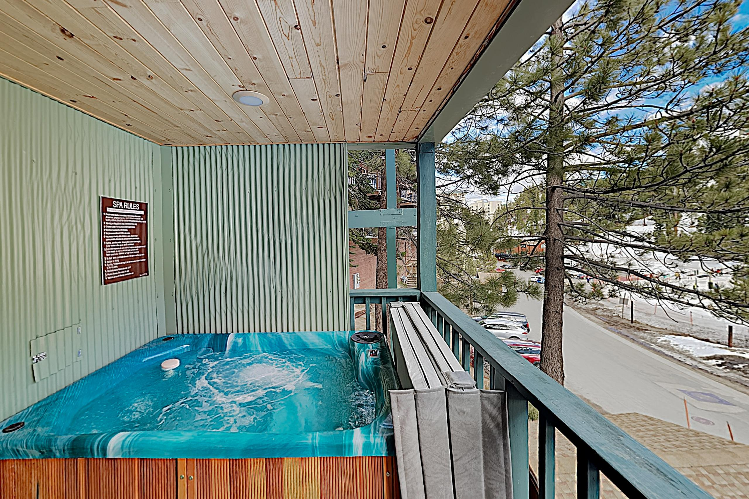 Ski-In, Ski-Out Modern Condo with Fireplace; Hot Tub & Pool Access