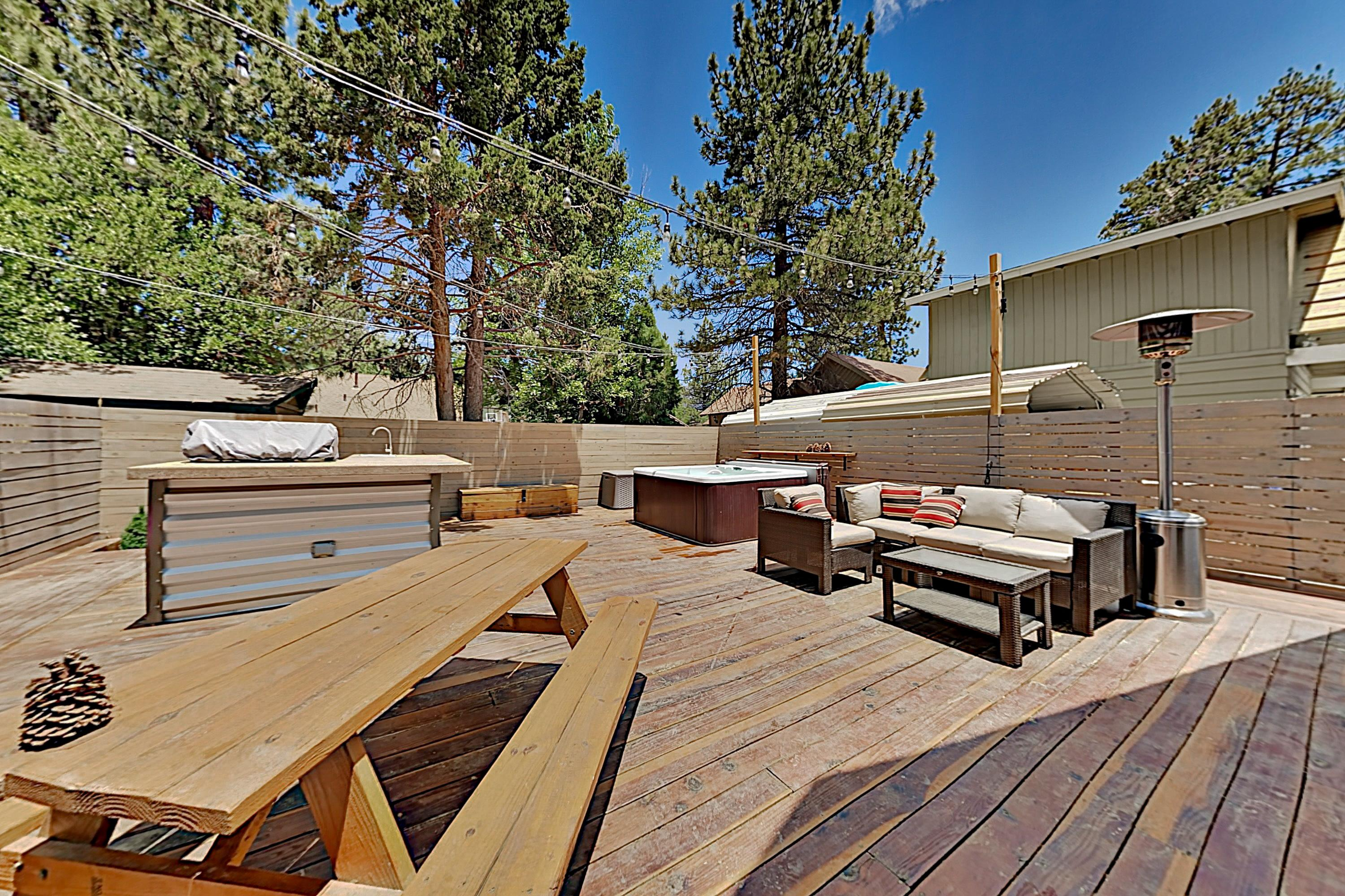 Property Image 2 - Chic Cabin with Spacious Deck, Outdoor Kitchen & Hot Tub