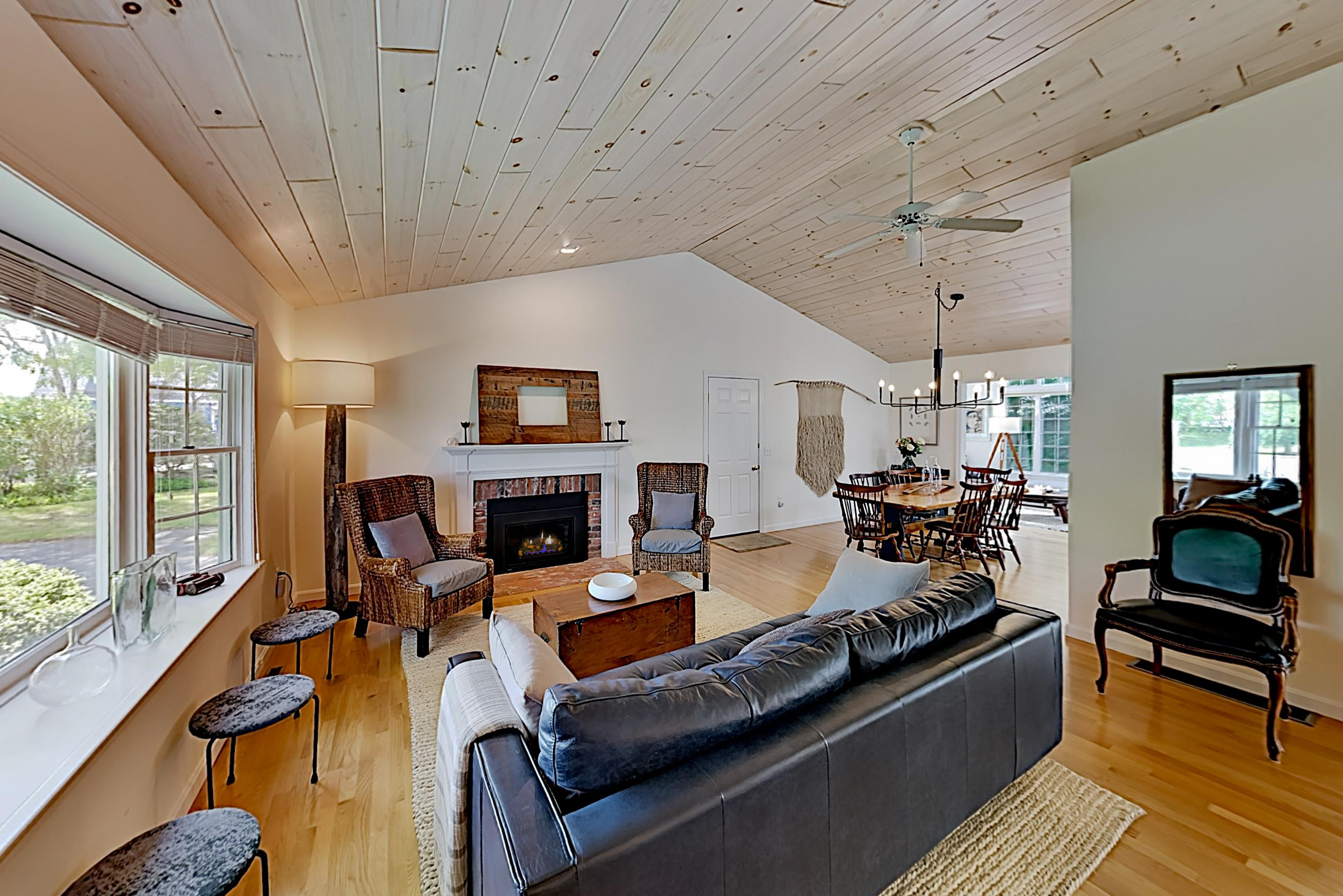 Comfy Home with Dual Living Areas &Private Deck; Close to Beach