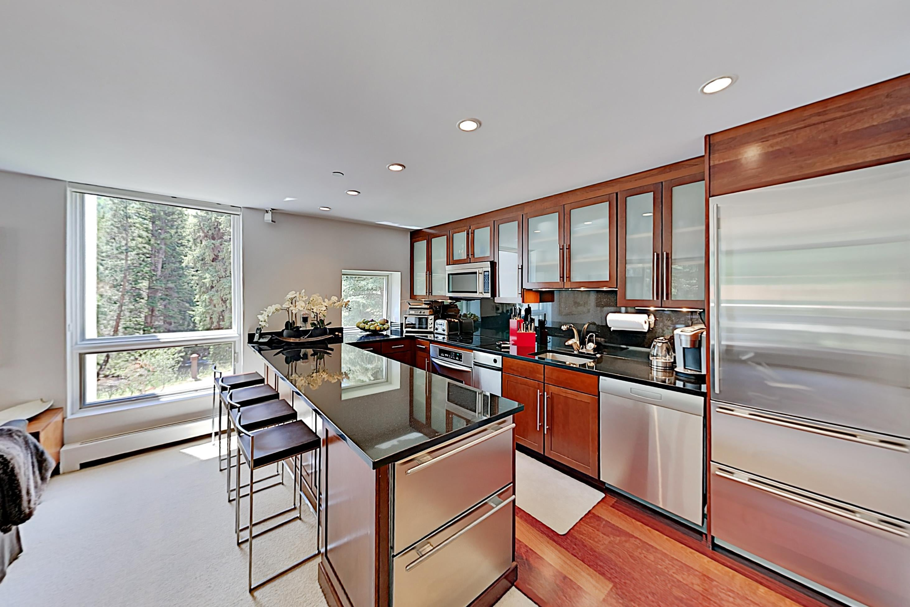 Sleekly Designed, Modern Condo, Walk to Lift on Gore Creek