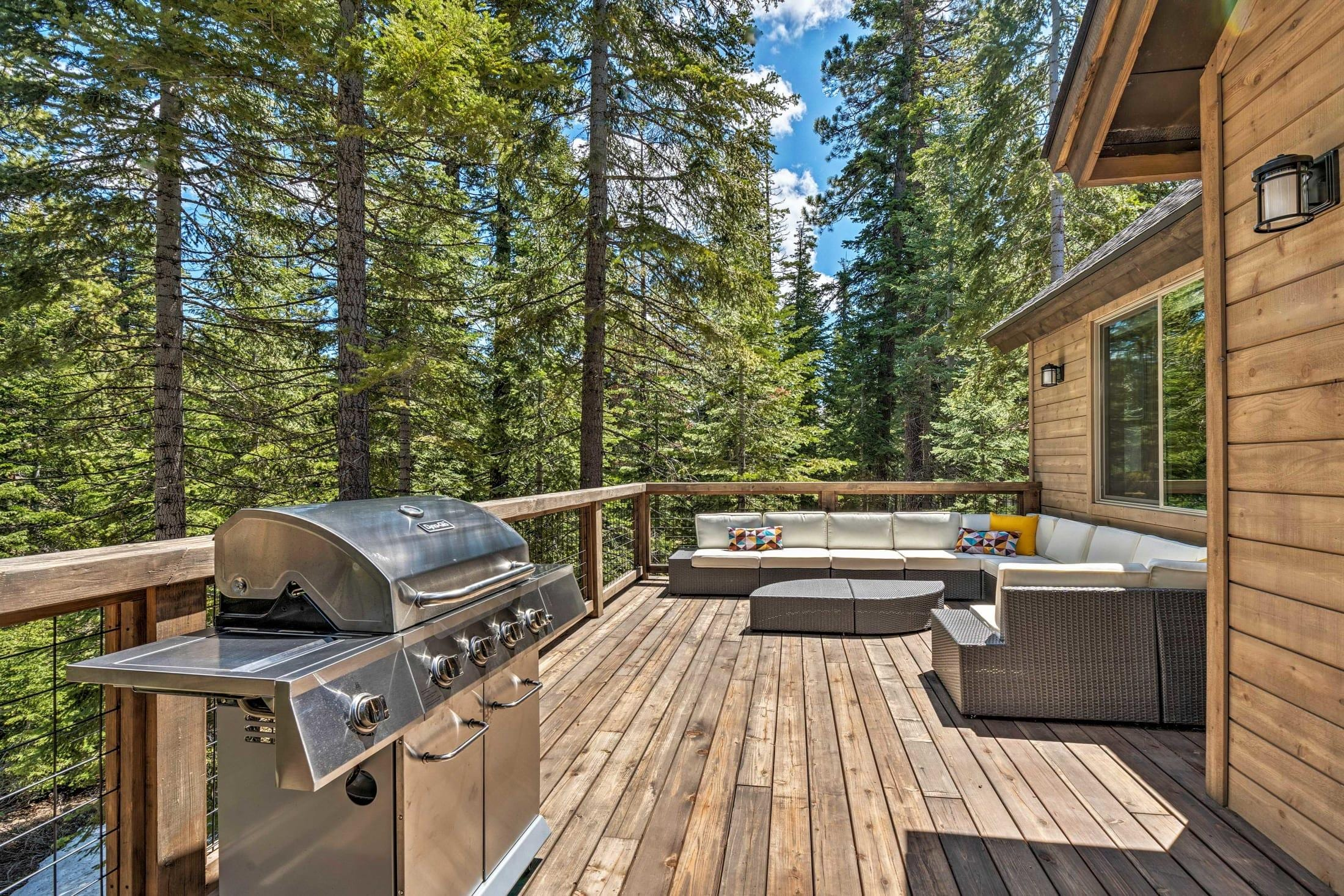 Tahoe Vista Treetop Villa: Hot Tub, Near Northstar