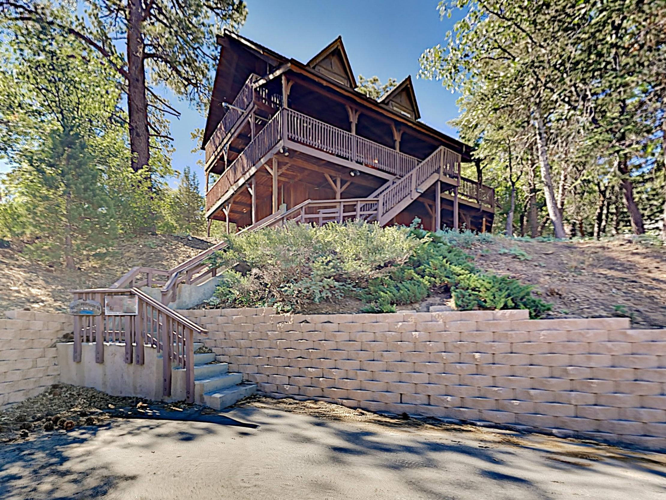 Property Image 1 - Beautiful Log House: Large Deck & Private Hot Tub