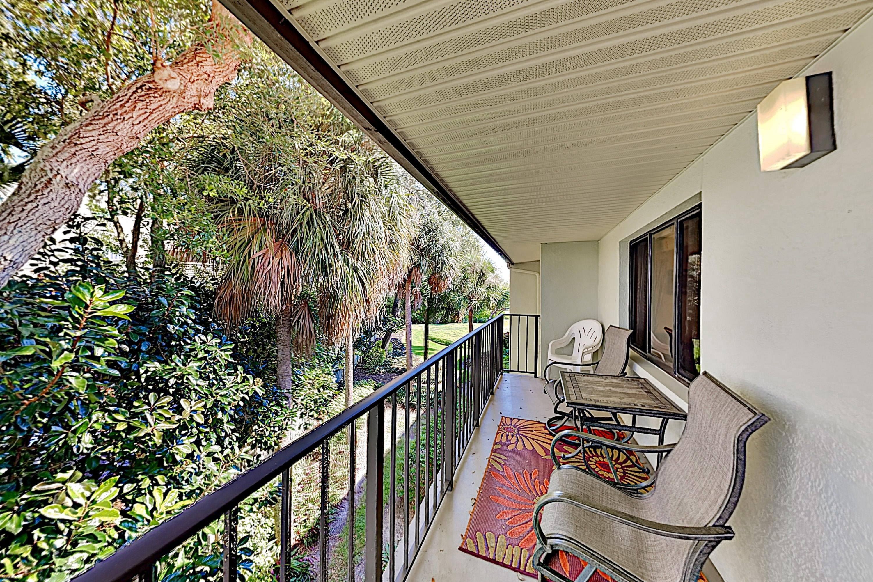 Holiday Island Top-Floor Condo with View, Pool, Hot Tub