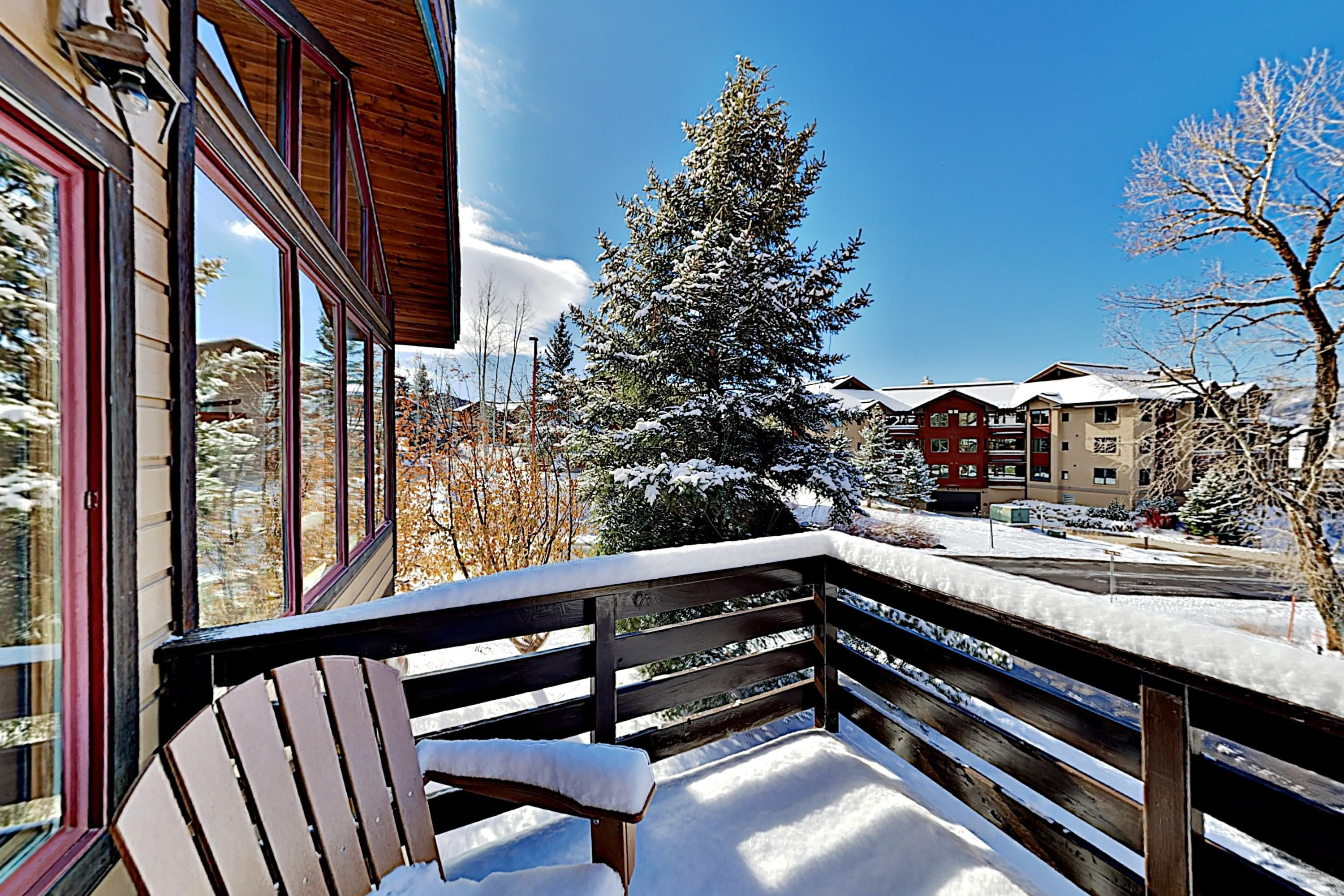 Sun-Soaked Ski Resort Townhome with Hot Tub