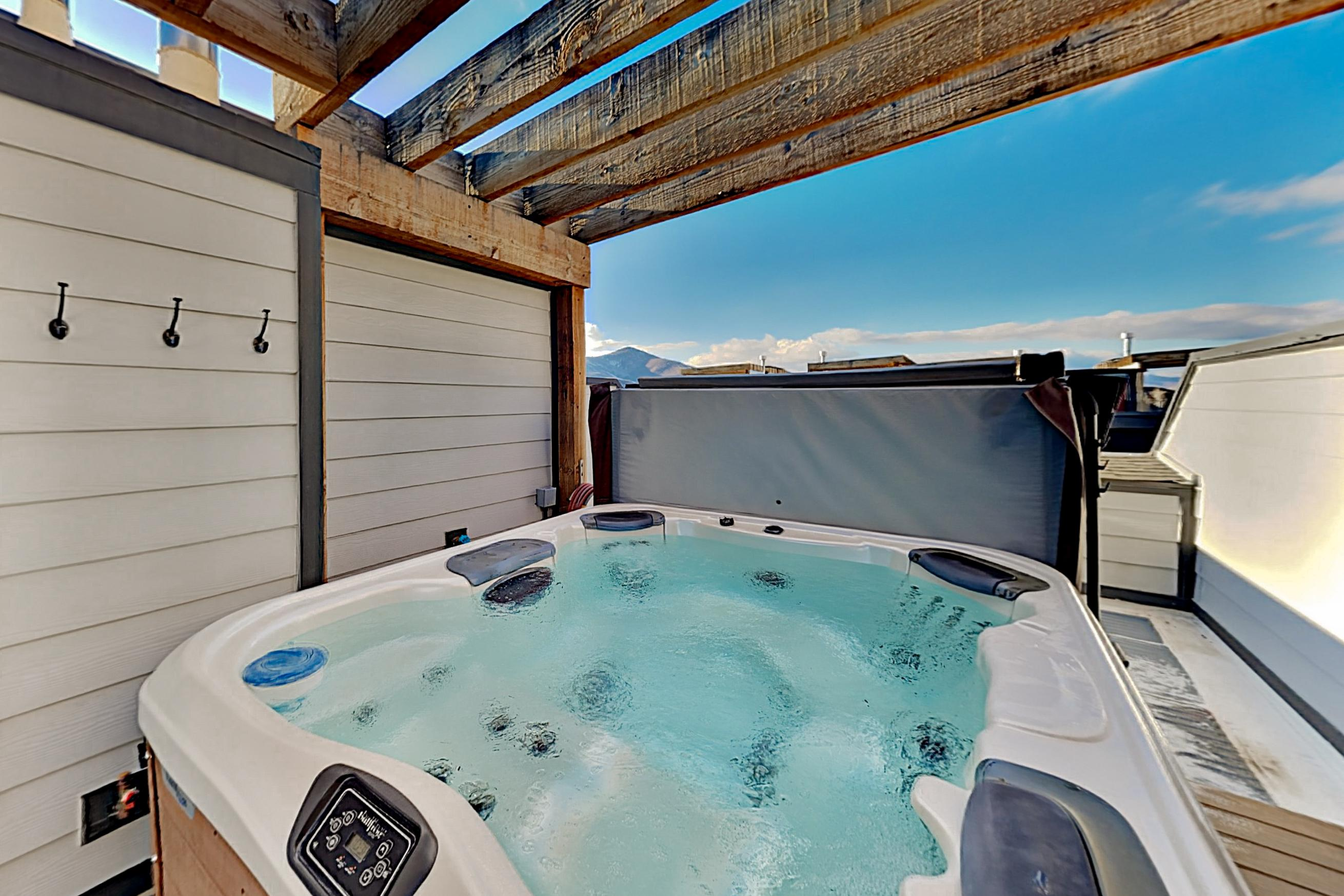 Property Image 2 - Mountain Getaway | Rooftop Hot Tub, Walk to Dining