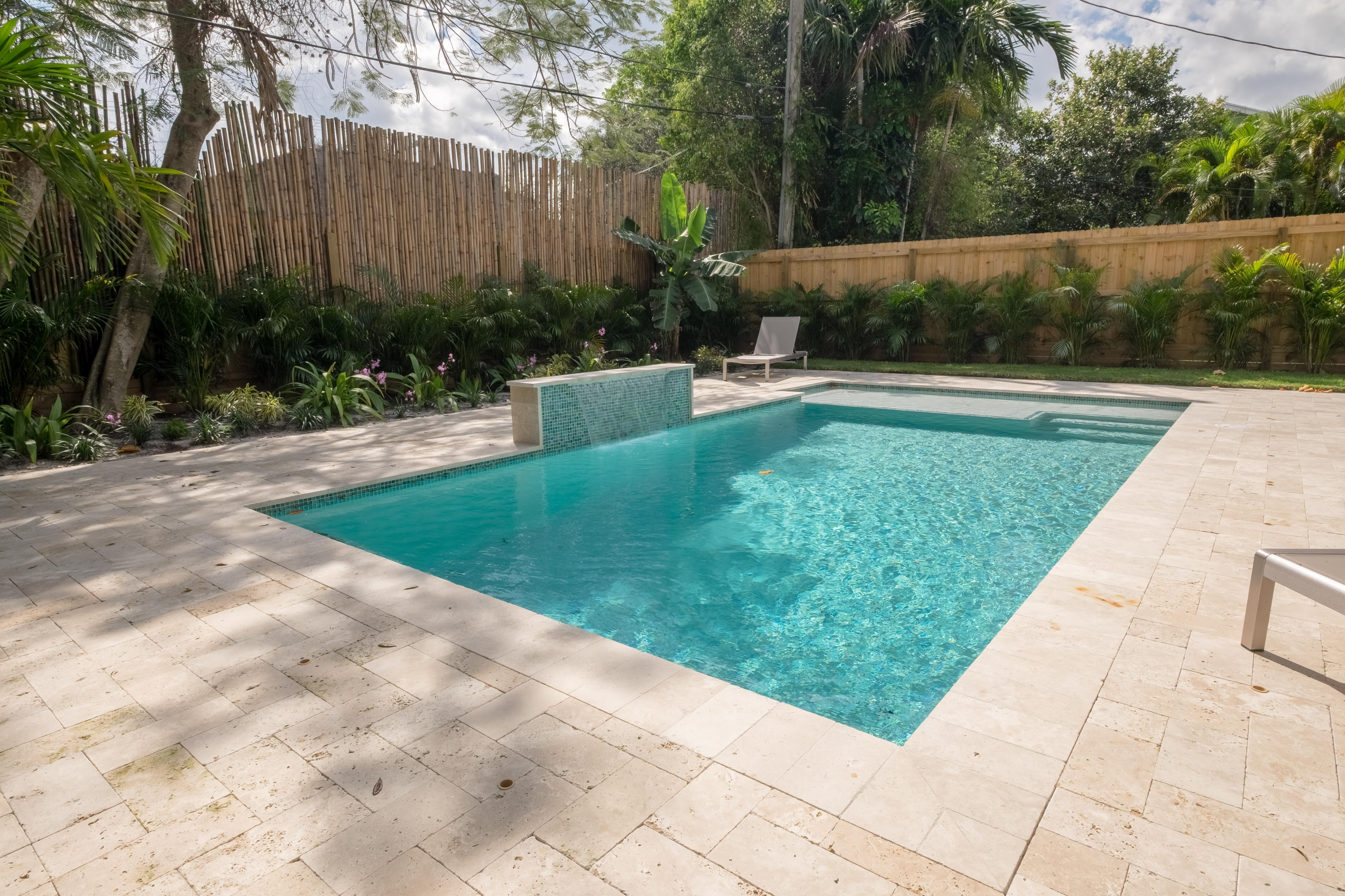 Tropic Pool Residence Walking Distance to Pineapple Grove