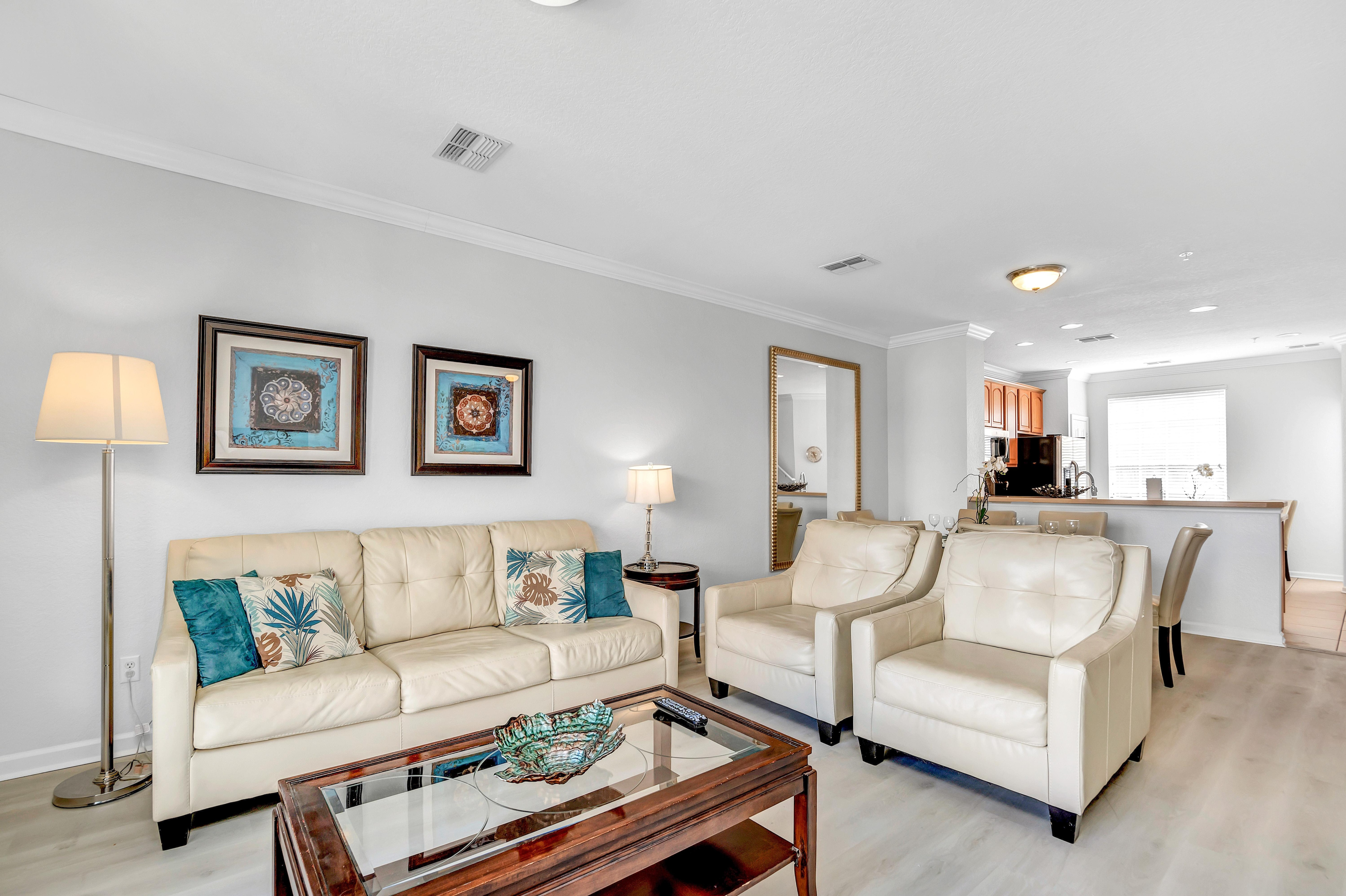 Elegant, Upscale Townhome with Pool, Hot Tub & Gym Access