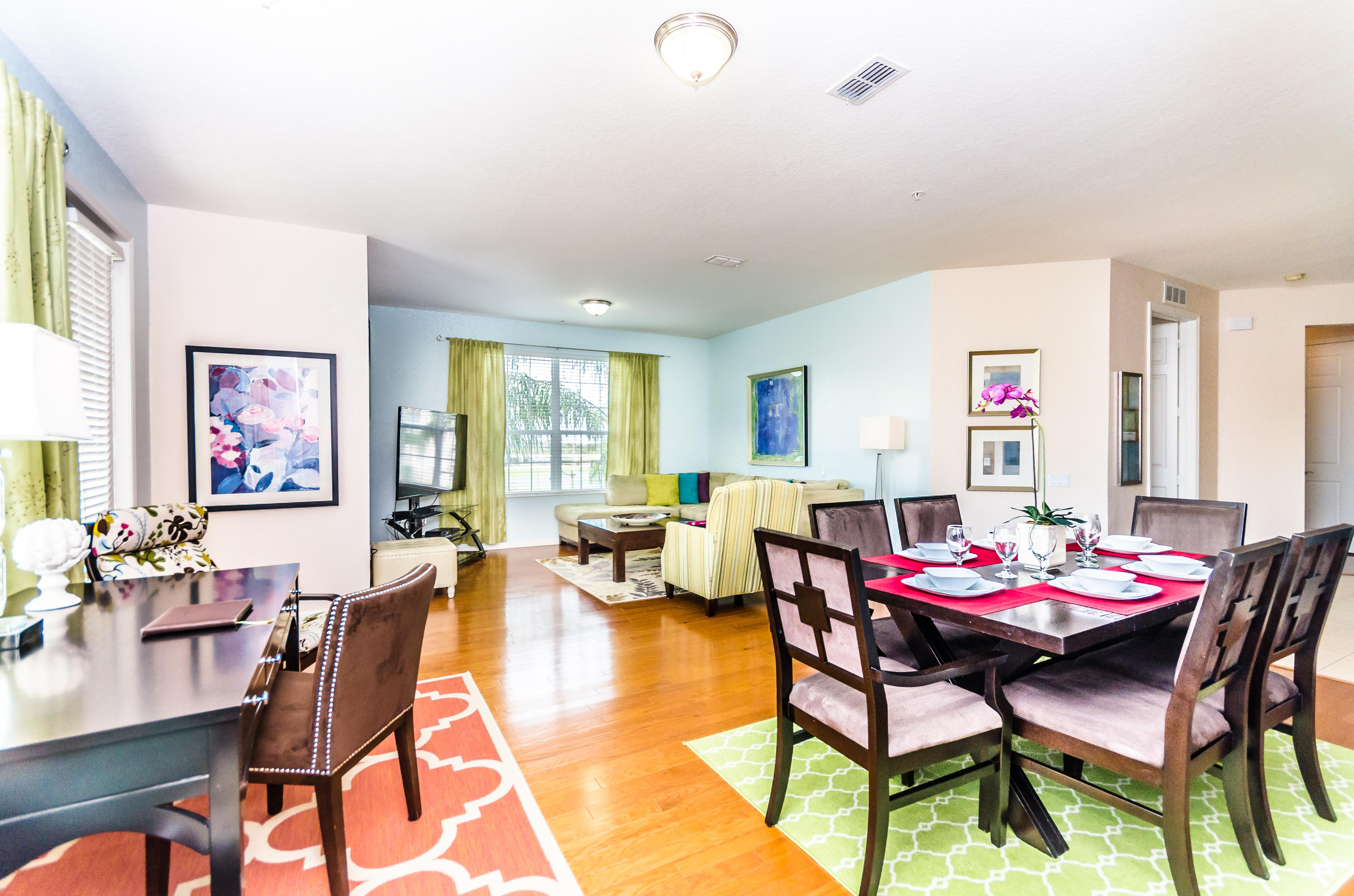 Vibrant, Stylish, Top-Floor Condo with Pool; Near Theme Parks