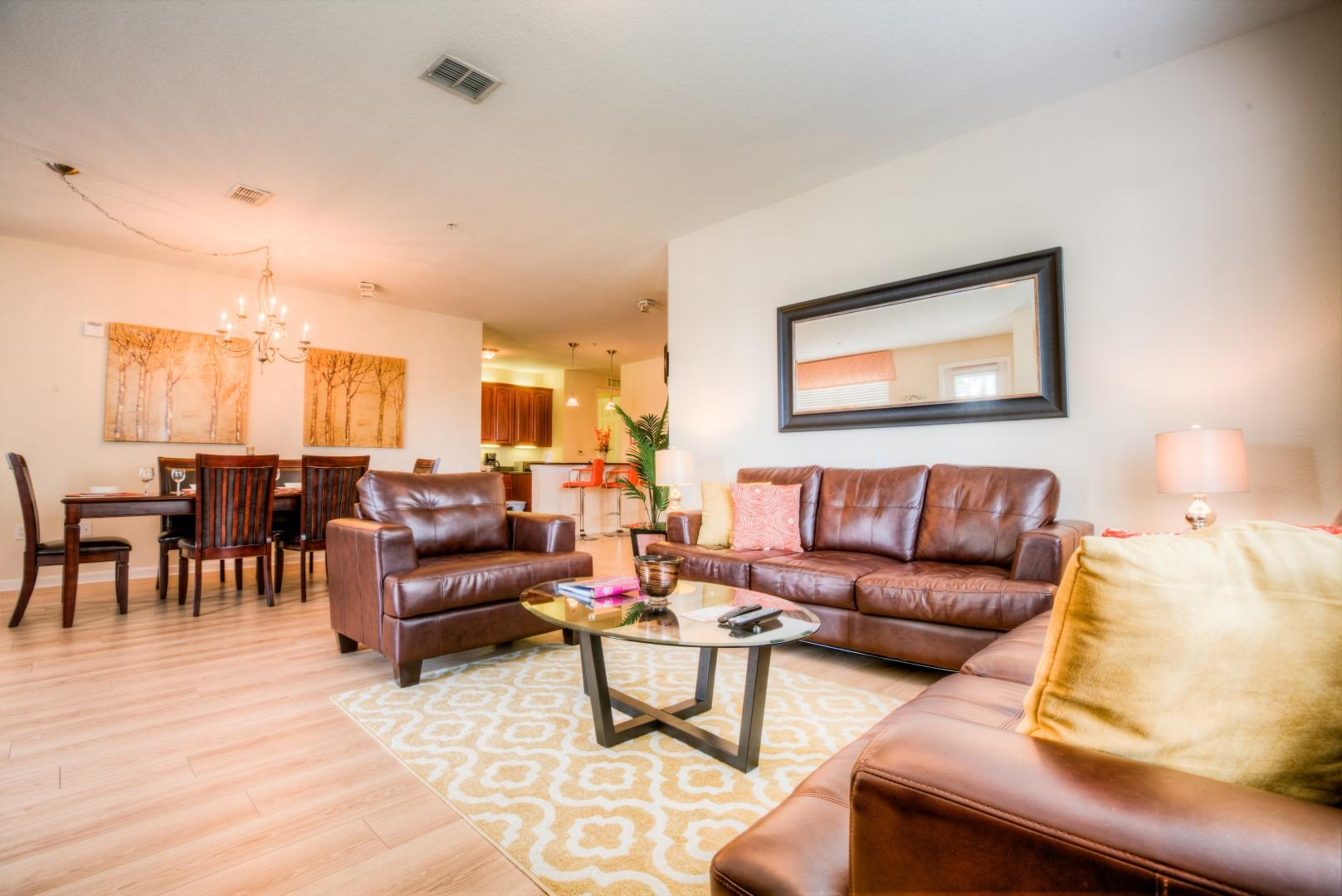 Beautifully Elegant Condo with Lake View Balcony & Pool Access