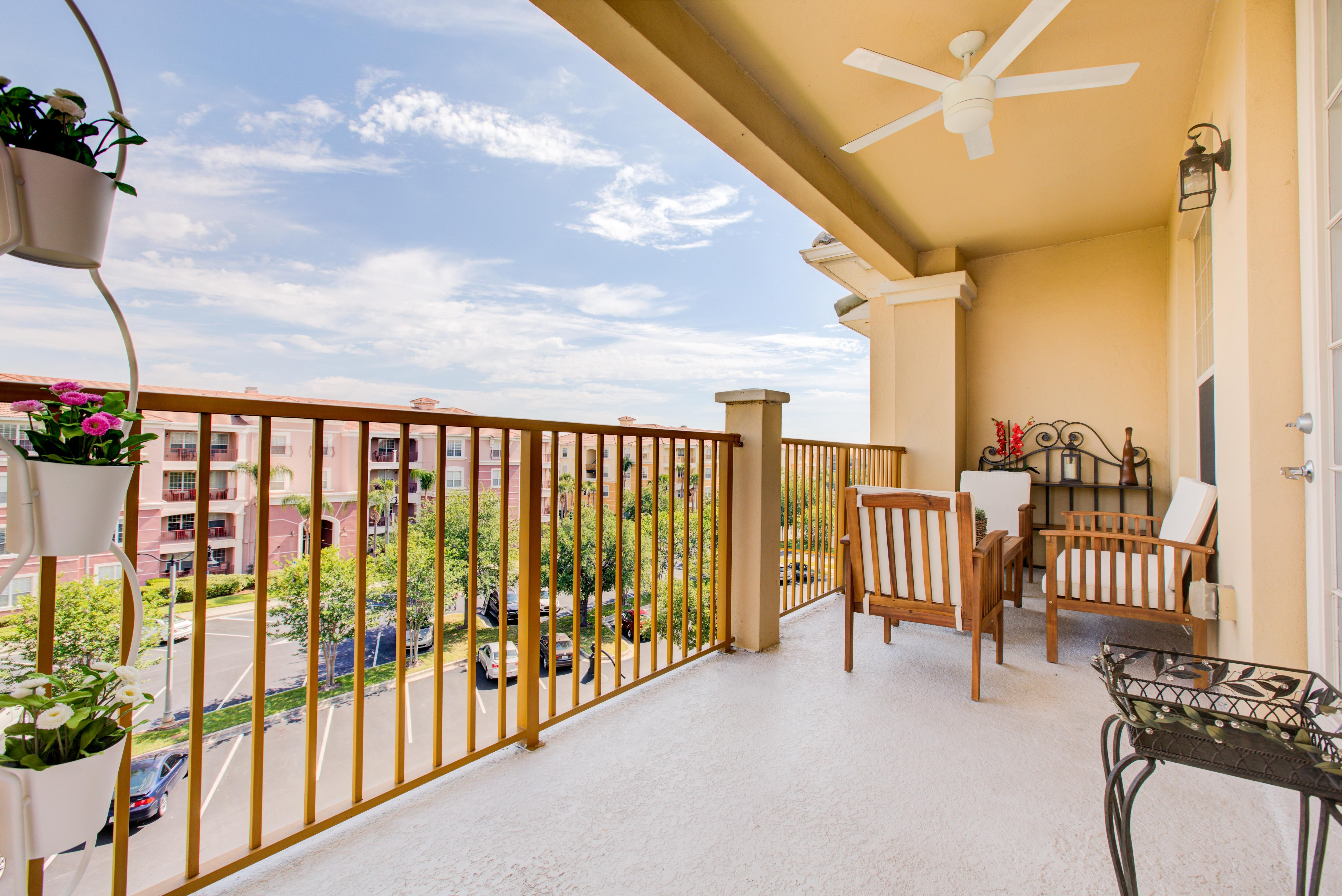 Grand, Spacious Condo with Large Balcony & Club Access