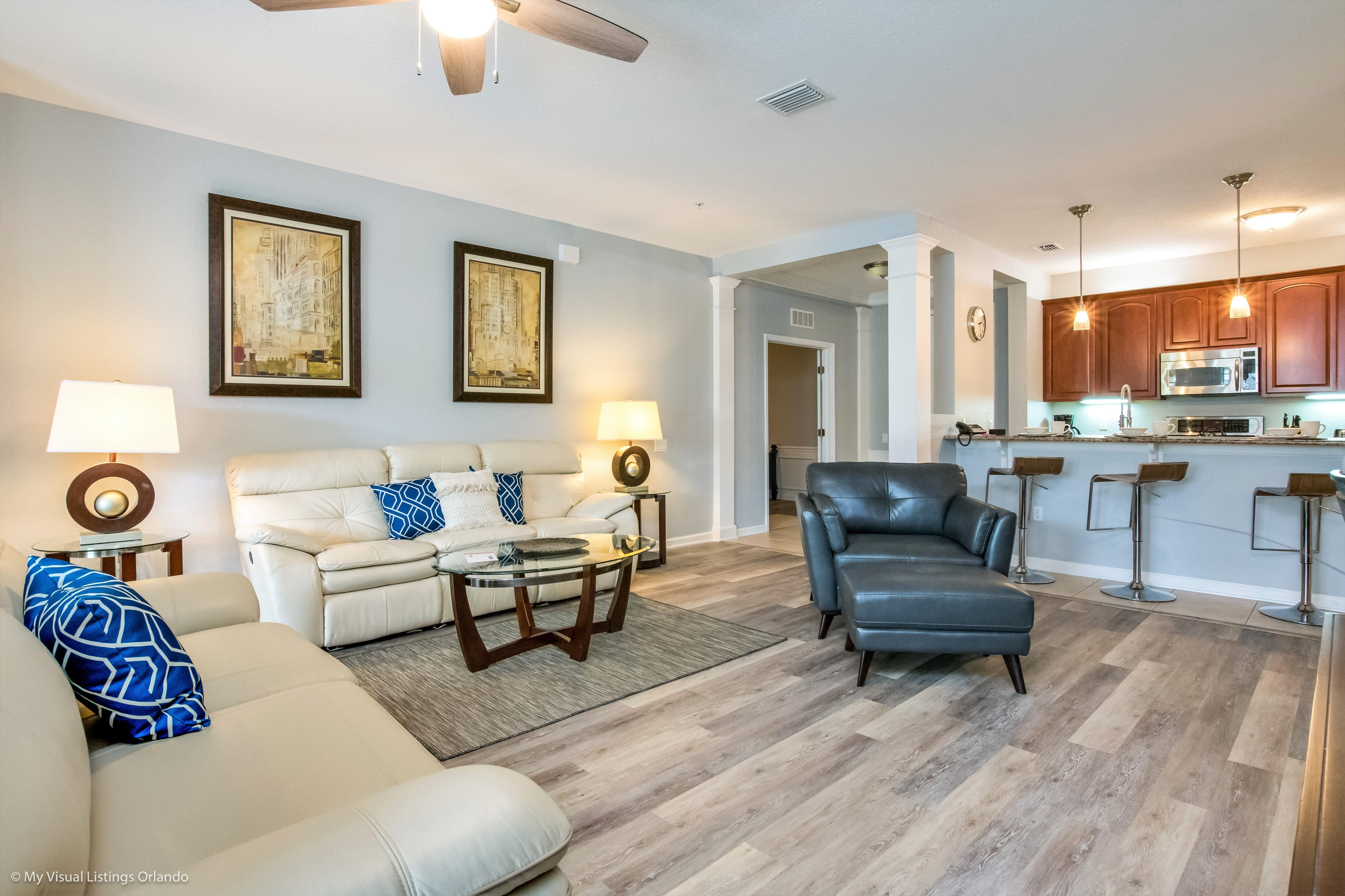 Luxurious Modern Condo with Private Balcony Near Disney World