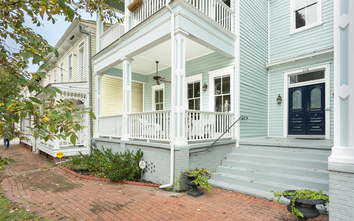 Spacious Victorian with Front Porch and Free Parking
