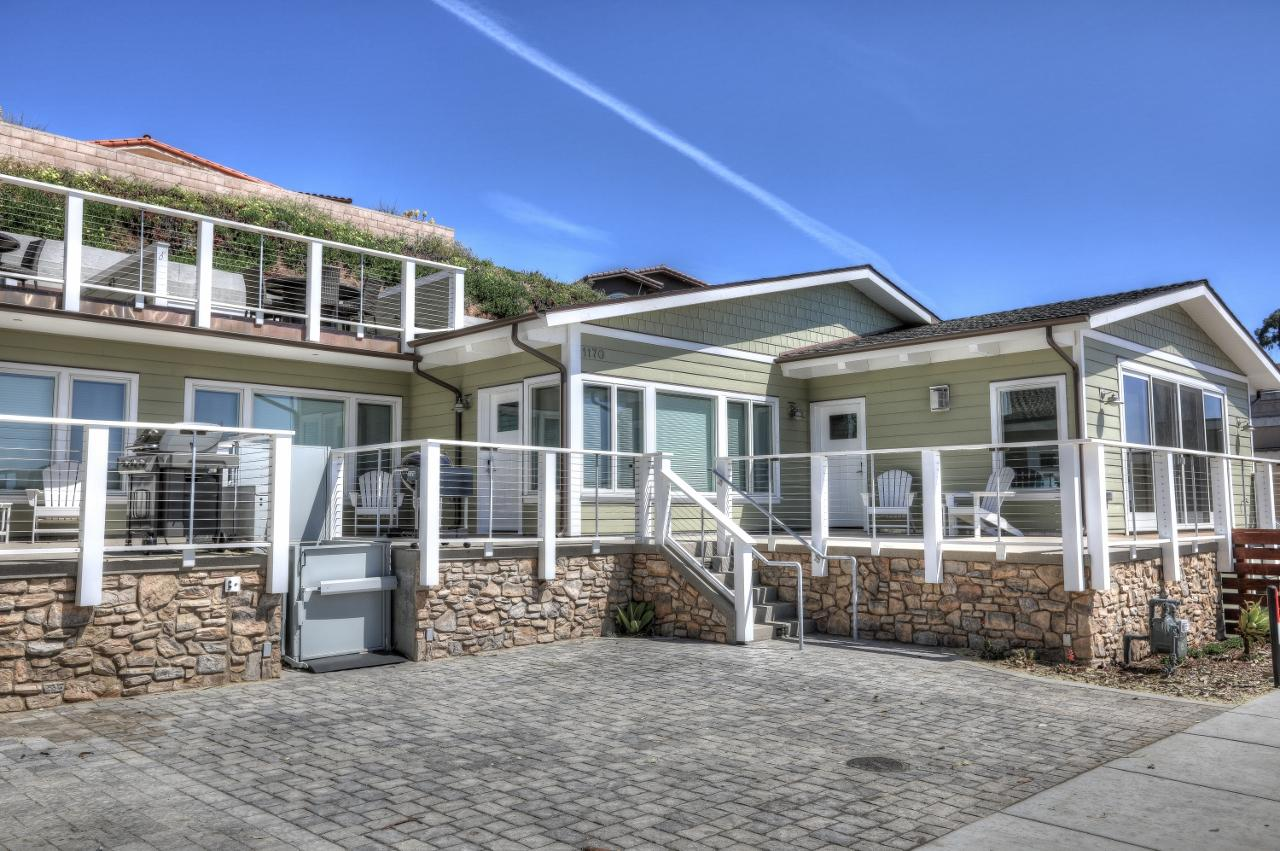 Impeccable Stylish Beach House with Morro Rock Views in Morro Bay