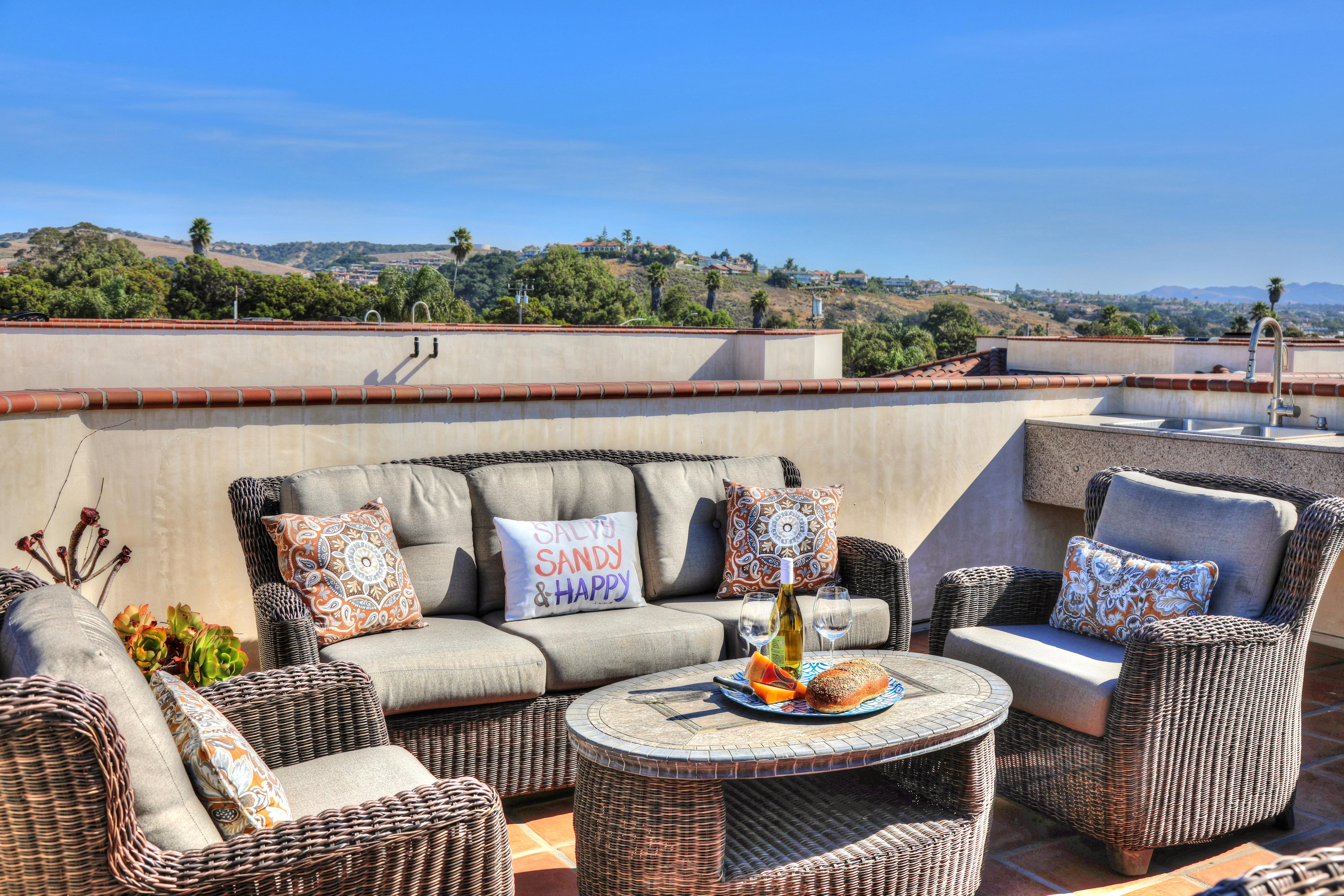 Property Image 2 - Striking California Classic Condo with Rooftop Ocean & Mountain Views Pismo Beach
