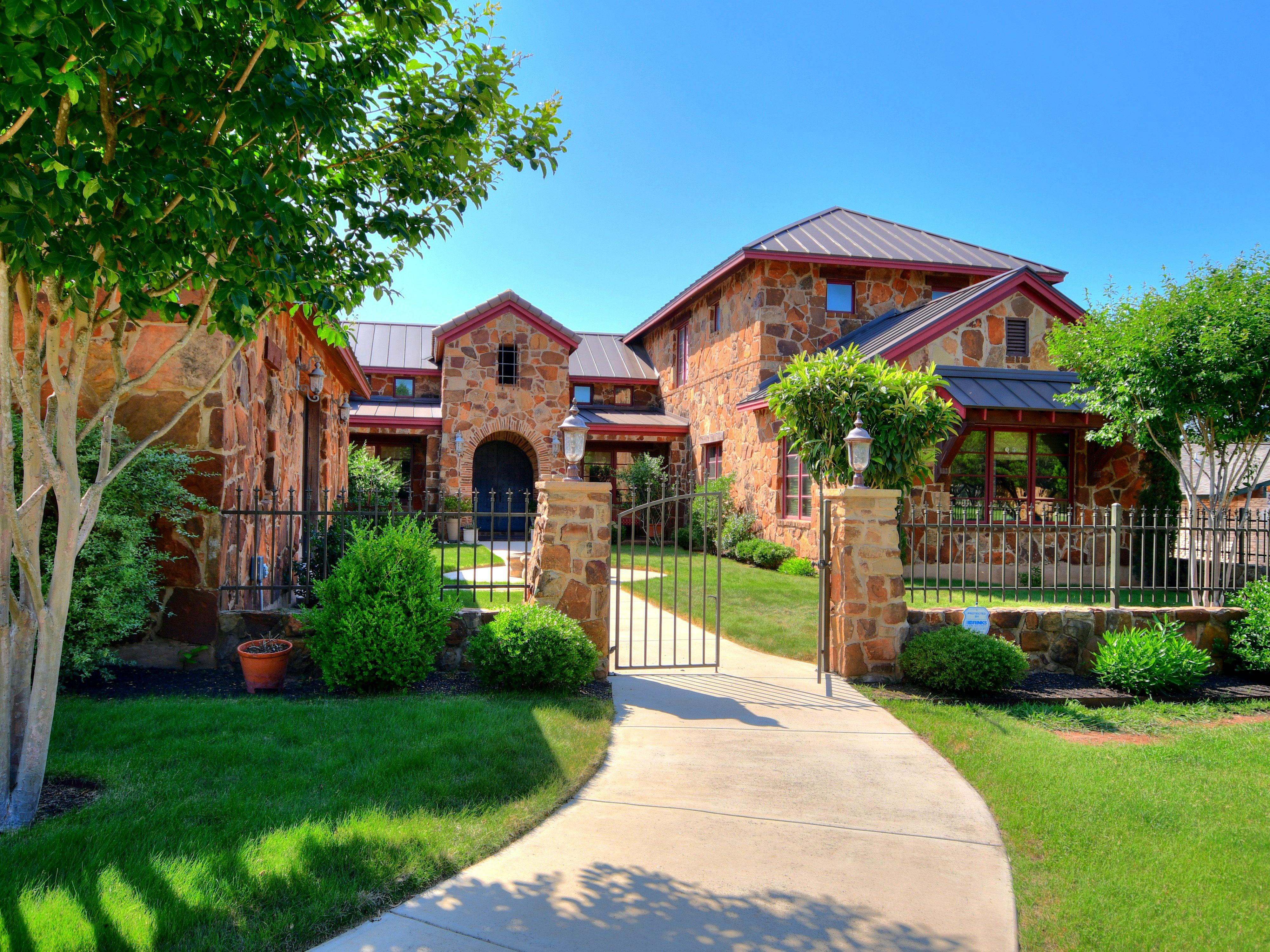 The Tuscan Estate welcomes you! If you would like to stay in a home with pretty valley views and be just 7 minutest to downtown Austin, or 20 minutes to Circuit of the Americas, this is a house for you!