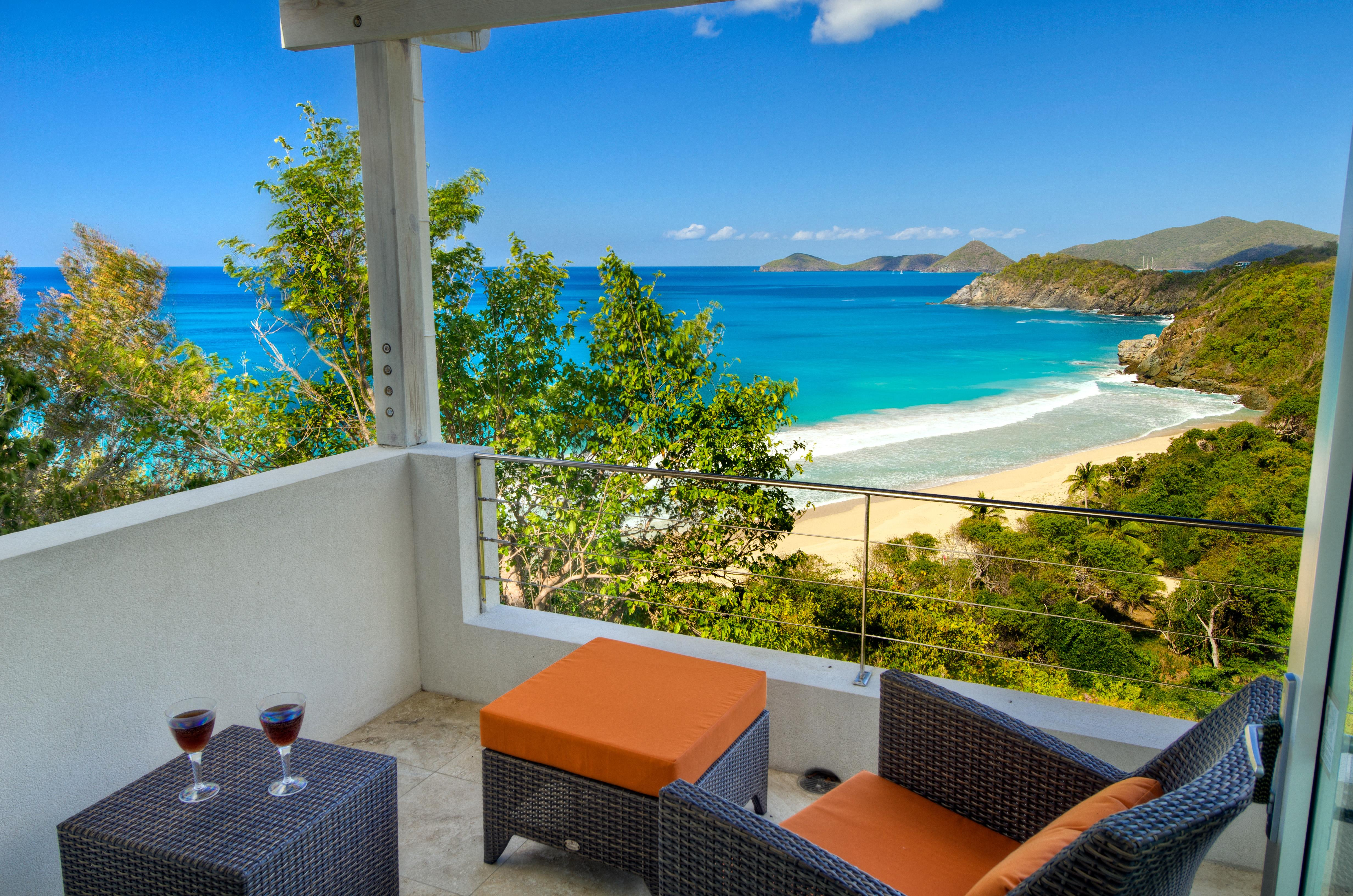 Airy Multilevel Villa Overlooking Trunk Bay
