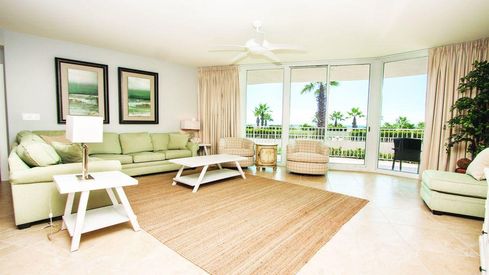 Stylish Condo with High-end Amenities and Beach Access