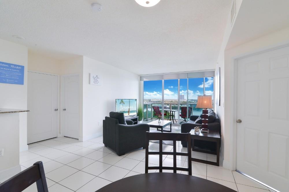 Property Image 2 - Spacious and Sun-filled Condo with High-end Amenities and Hot Spots