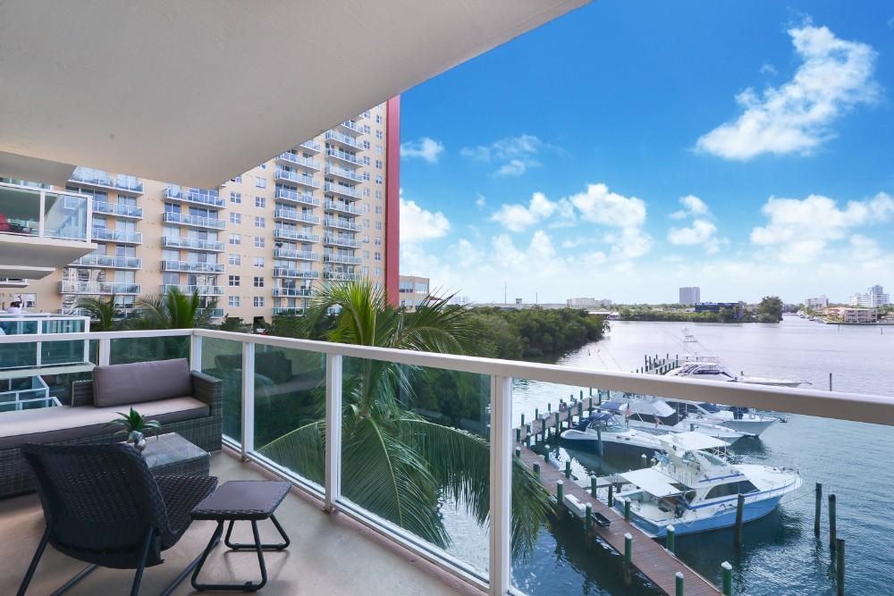3-bedroom Modern and Spacious Condo with Pool and Fitness Center
