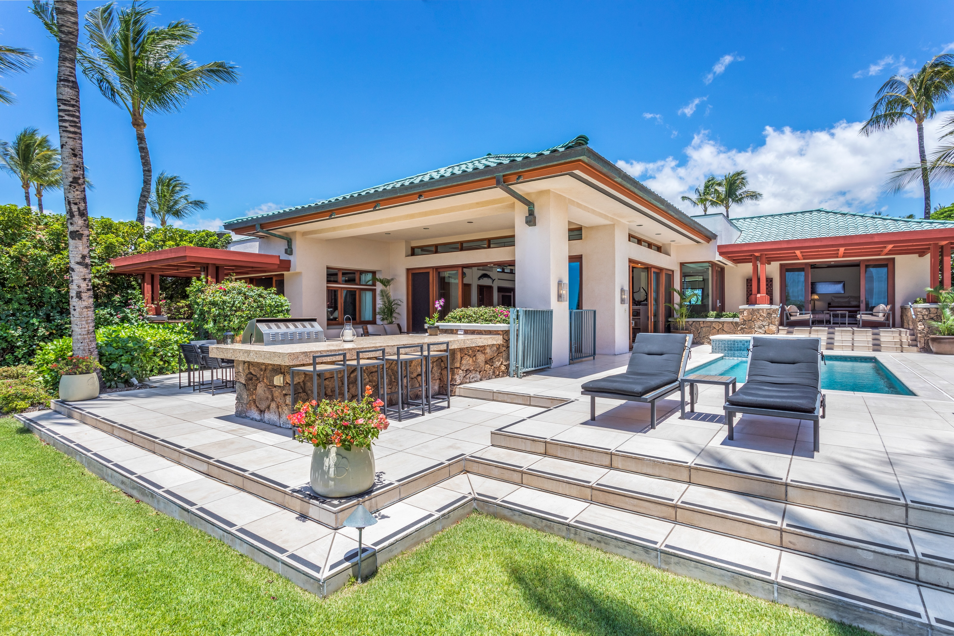 Exquisite Oceanfront Estate with Chef's and Outdoor Kitchen, Plus Pool