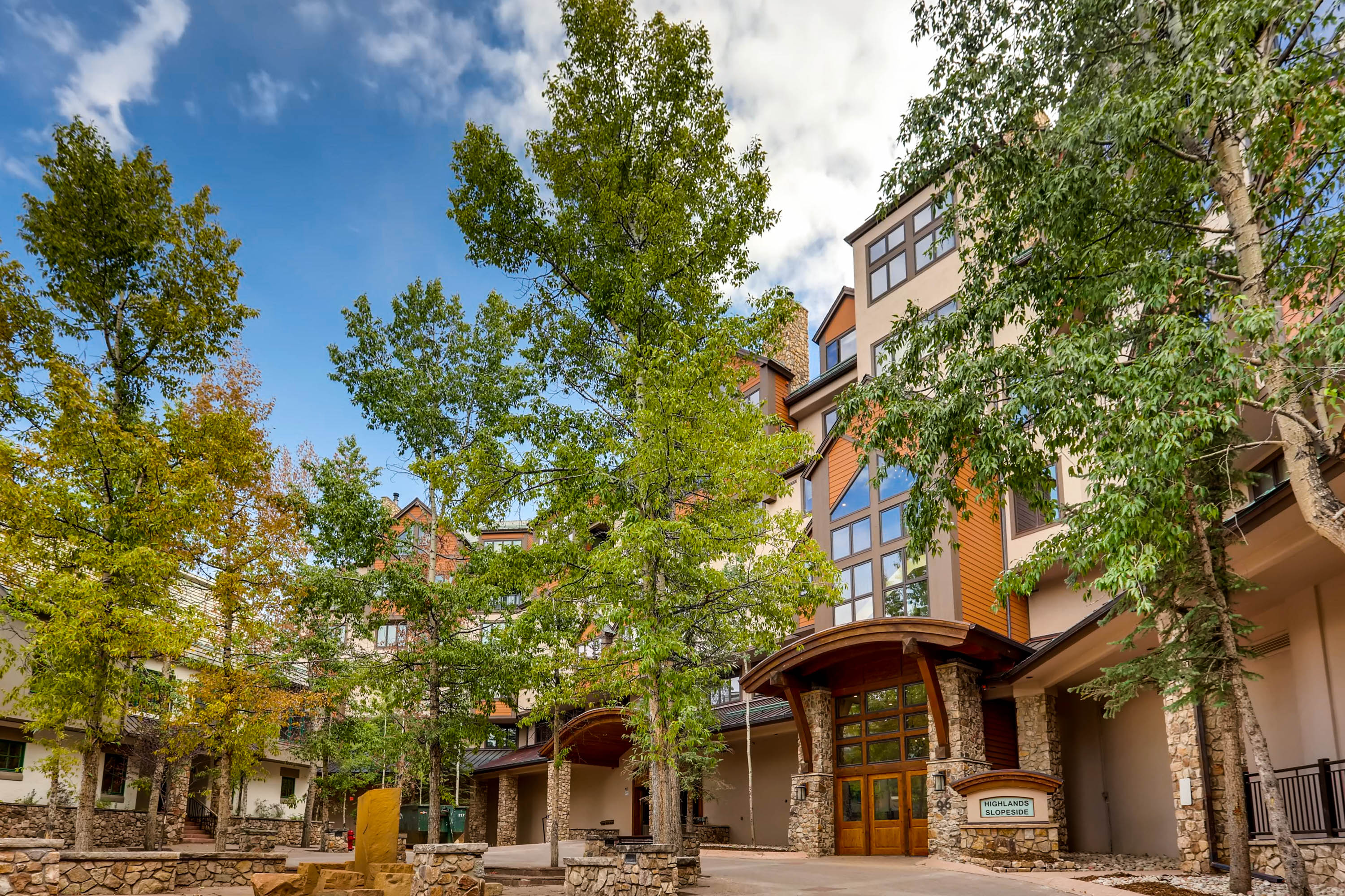Mountain Condo in Beaver Creek with Ski Run Views