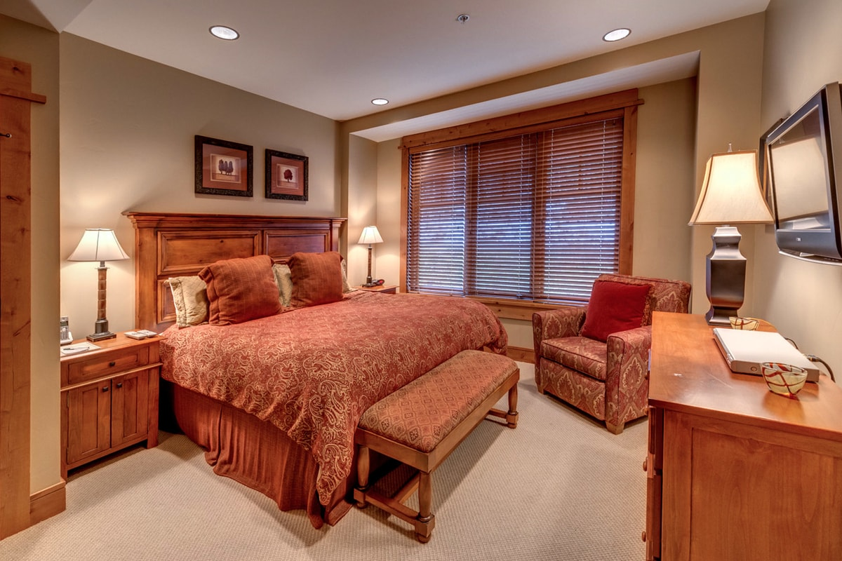 Sleeps 10, dual king bed master suites, 2 double beds