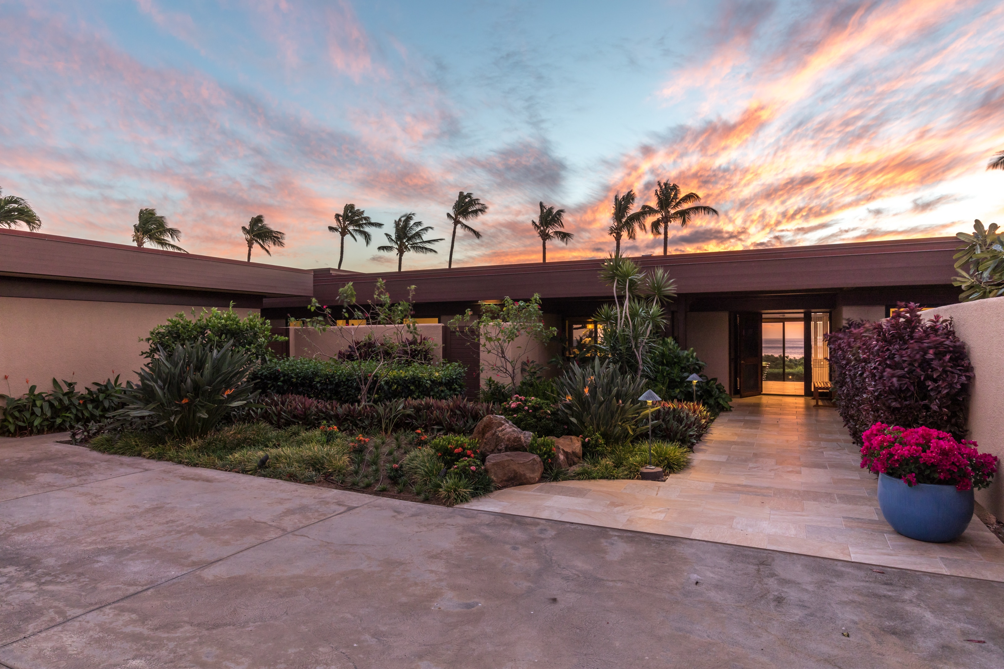 Hawaiian Masterpiece with Chef's Kitchen and Walk to Beaches