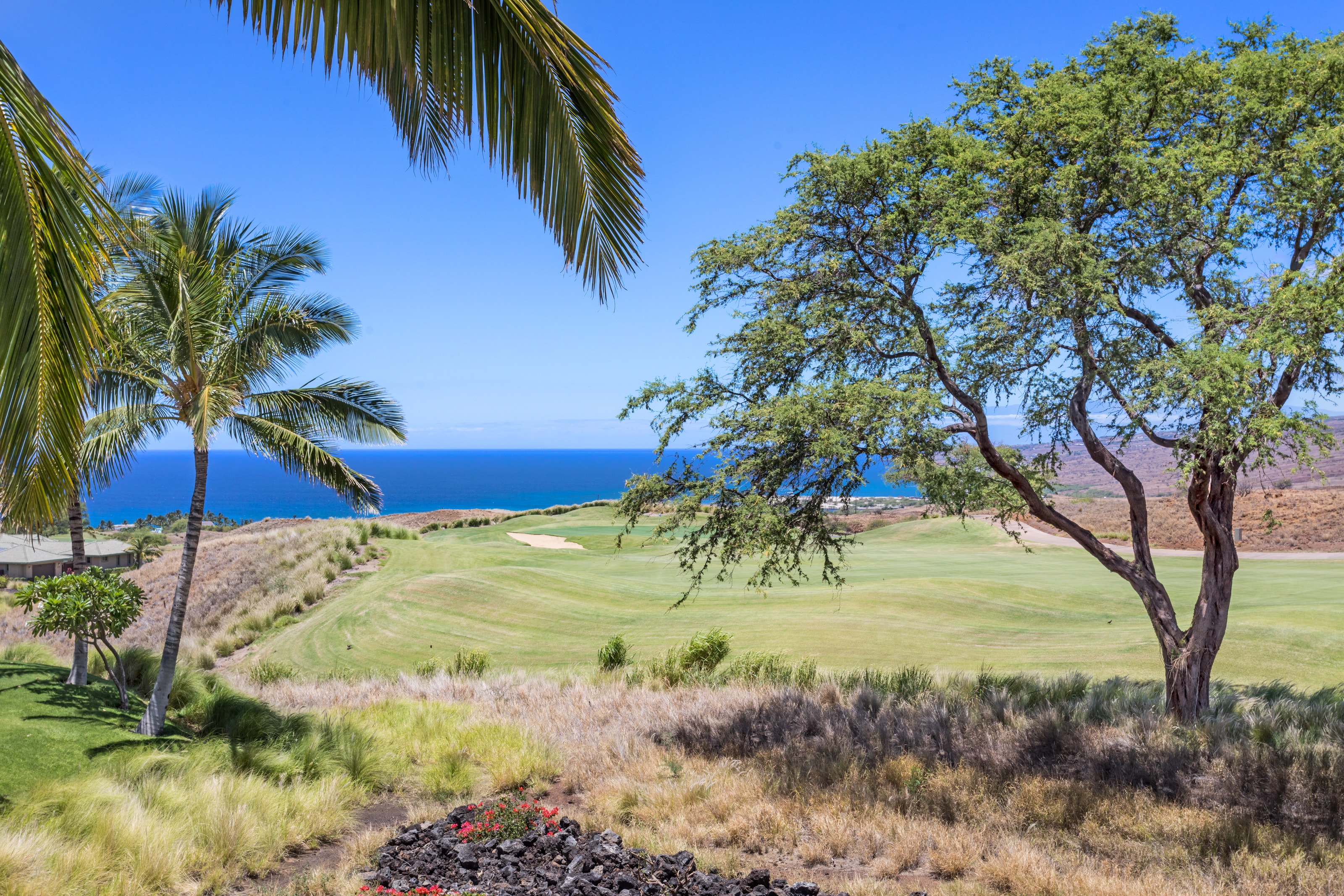 Handsomely-Designed 3 Bedroom with Lanai, Golf & Ocean Views