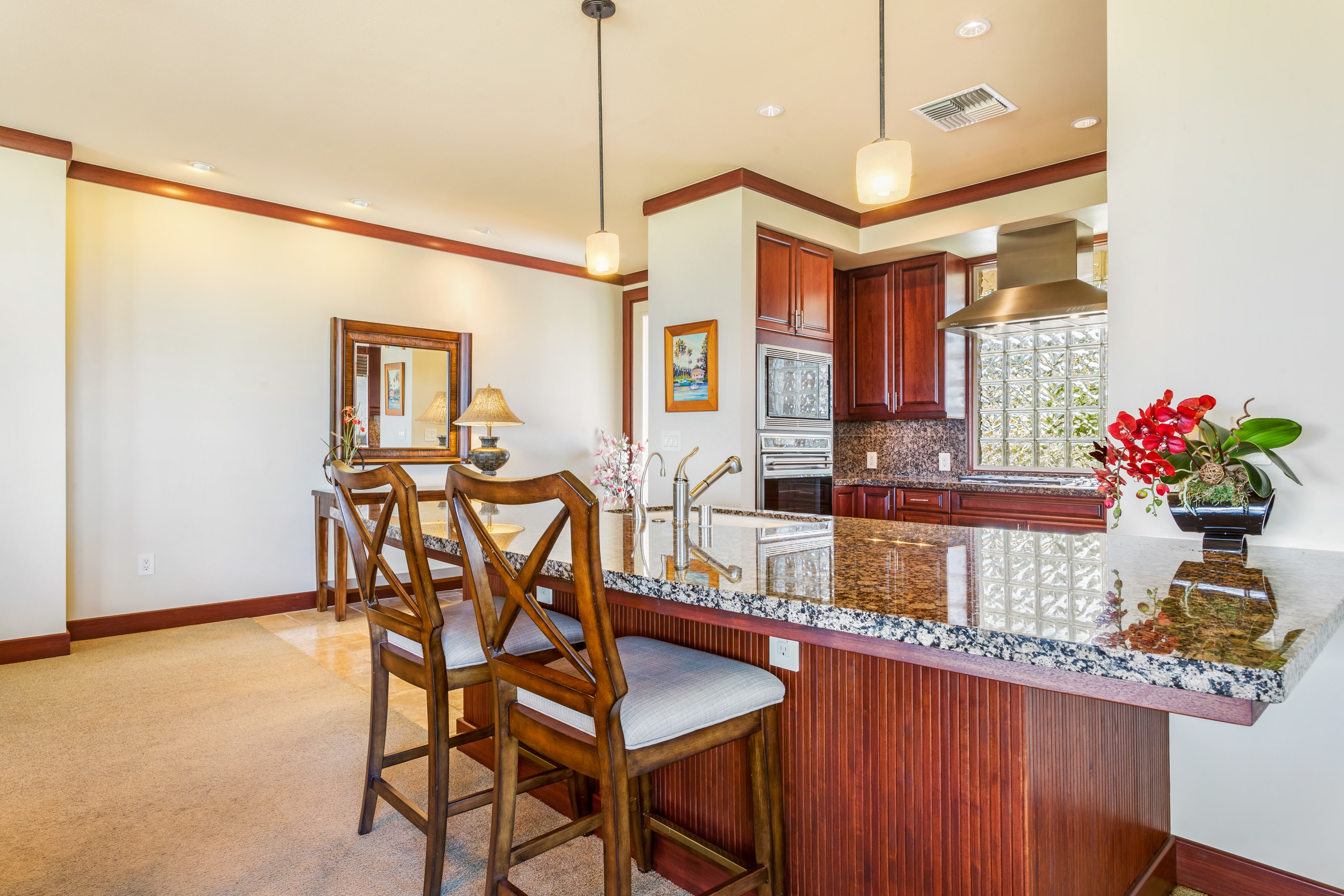 Elegant upper-level condo, lanai with couches & Wolf BBQ, ocean/golf views