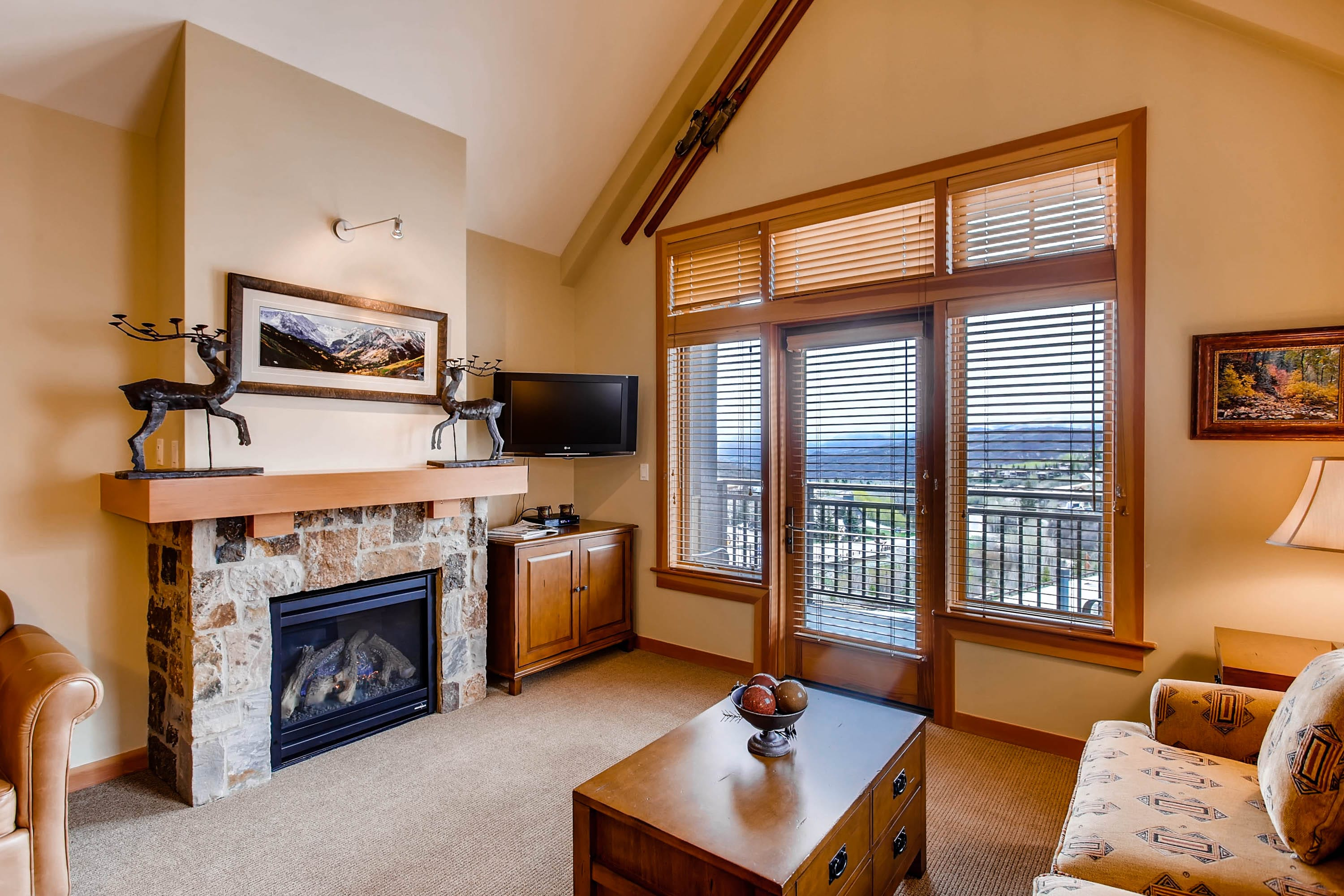 Vaulted ceilings and mountain décor provide a luxury lodge experience